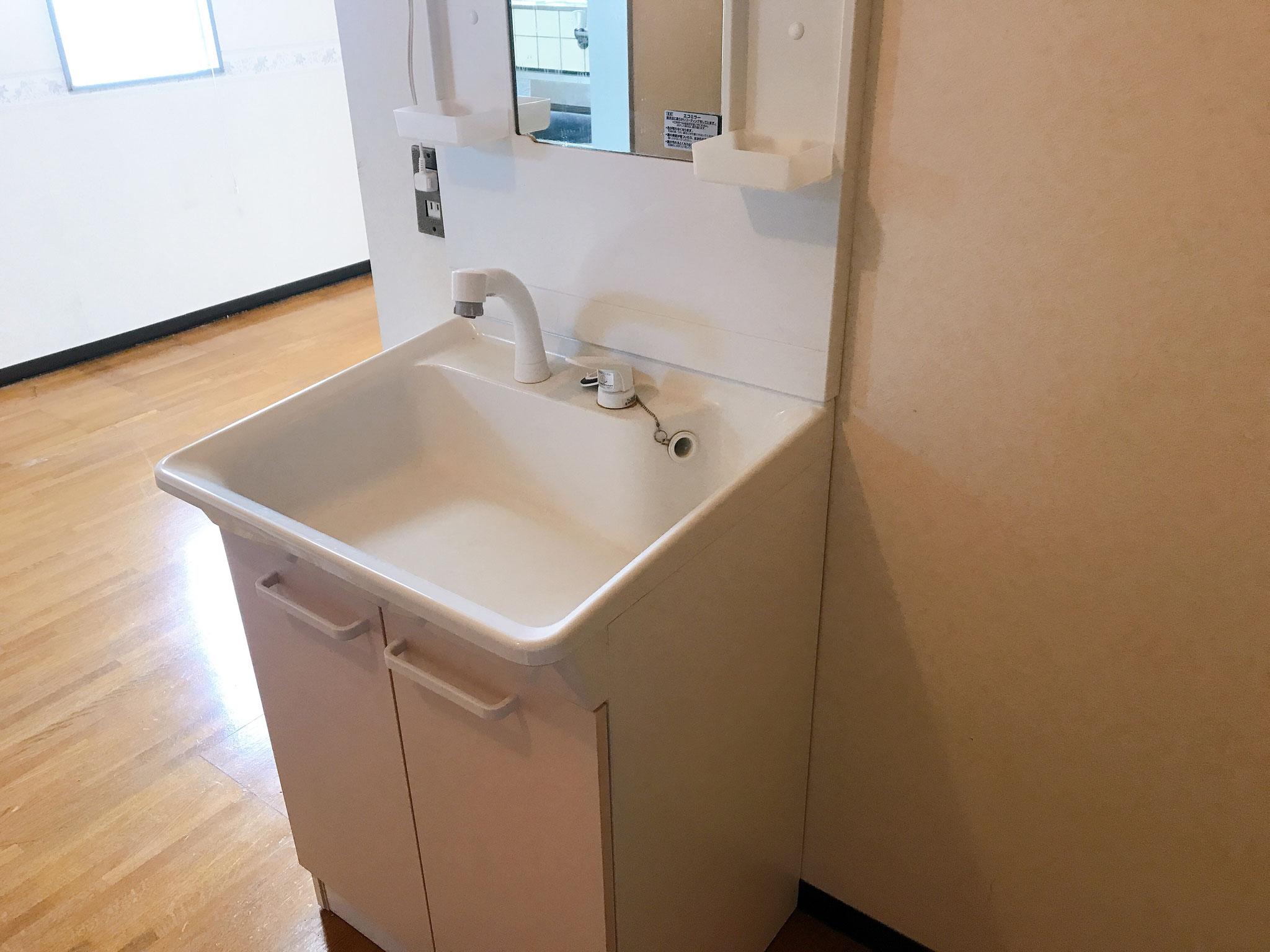 洗面台は数年前に交換してあります。