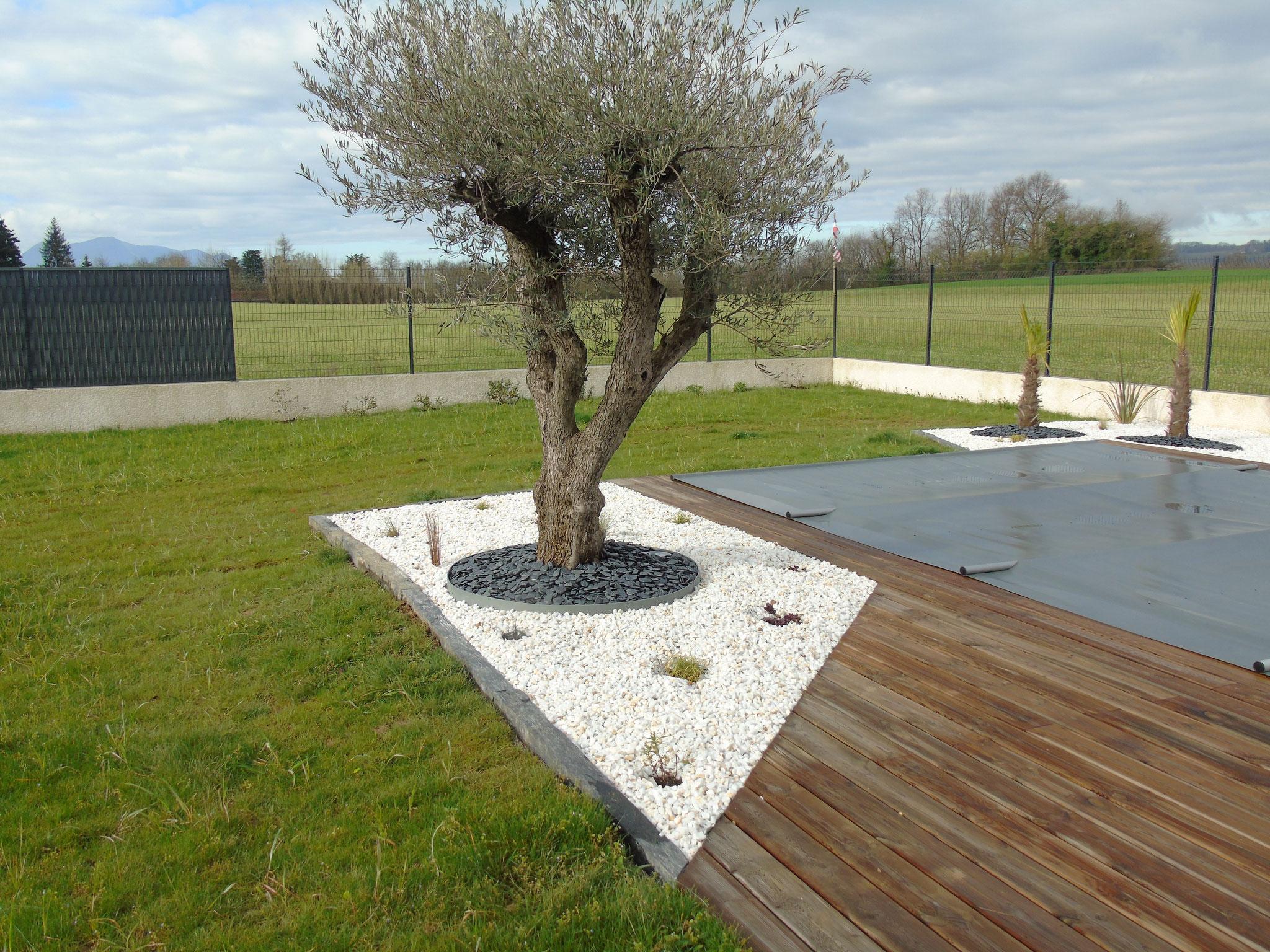 Massif Galet Blanc Et Ardoise aménagements paysagers de vos parcs et jardins - paysagiste