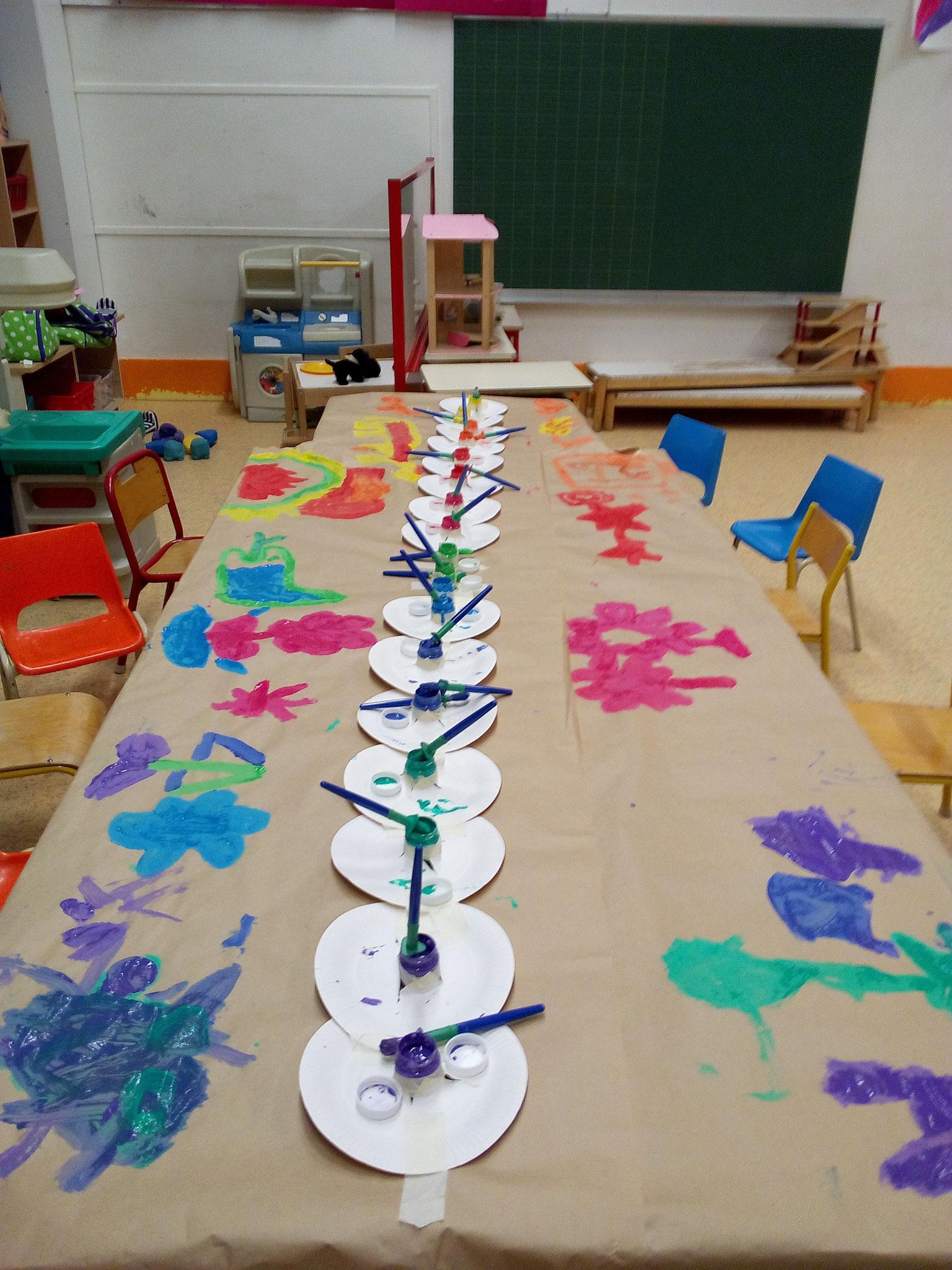 Atelier peinture éphémère (on peint sur la table !)