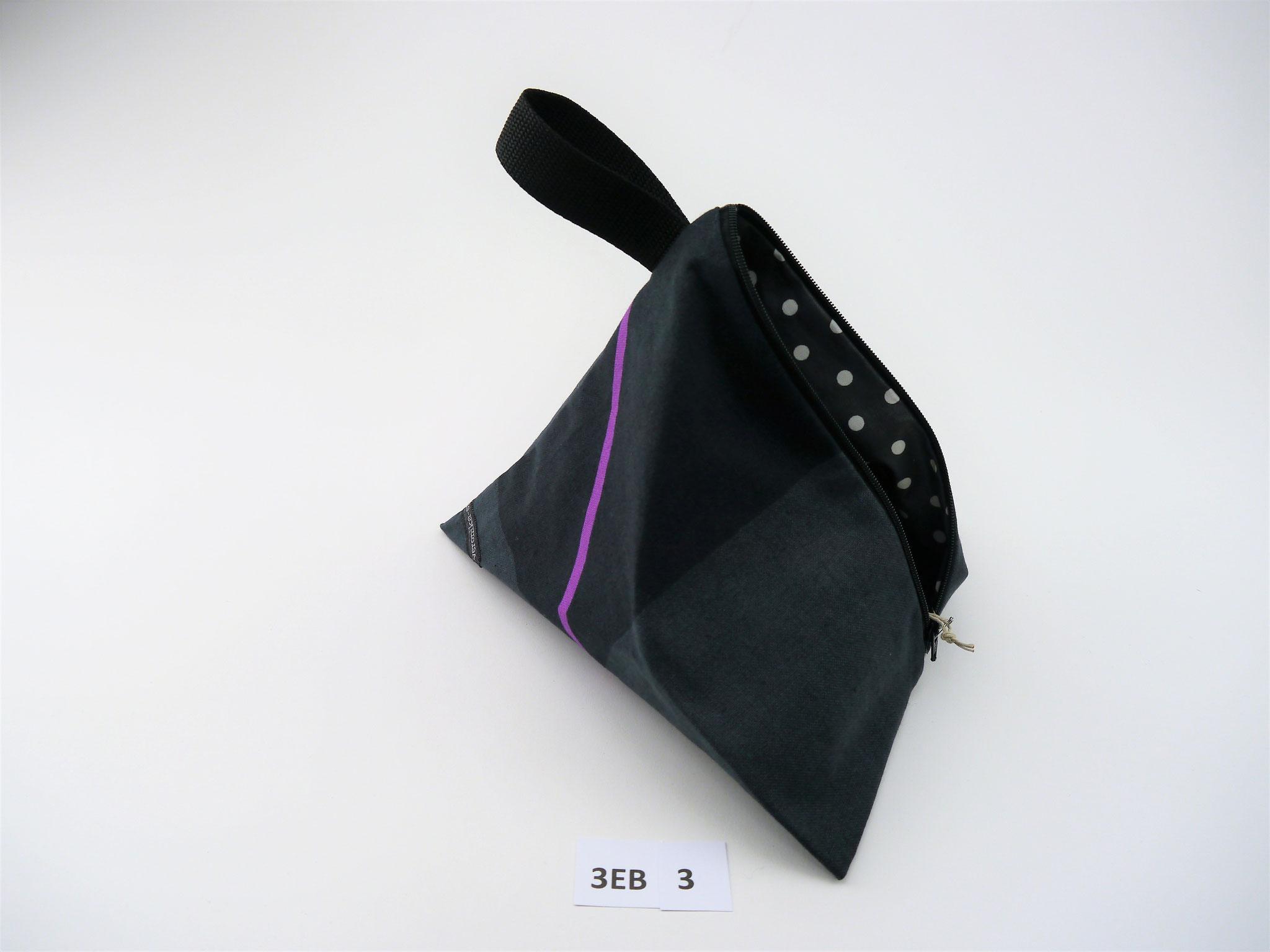 3EB 3 : Breite vorne: 22,5 cm * Länge Reißverschluss: 20 cm * Tiefe in Spitze vom Boden: 22 cm * AS BW / IS BBW öko * 16,90€