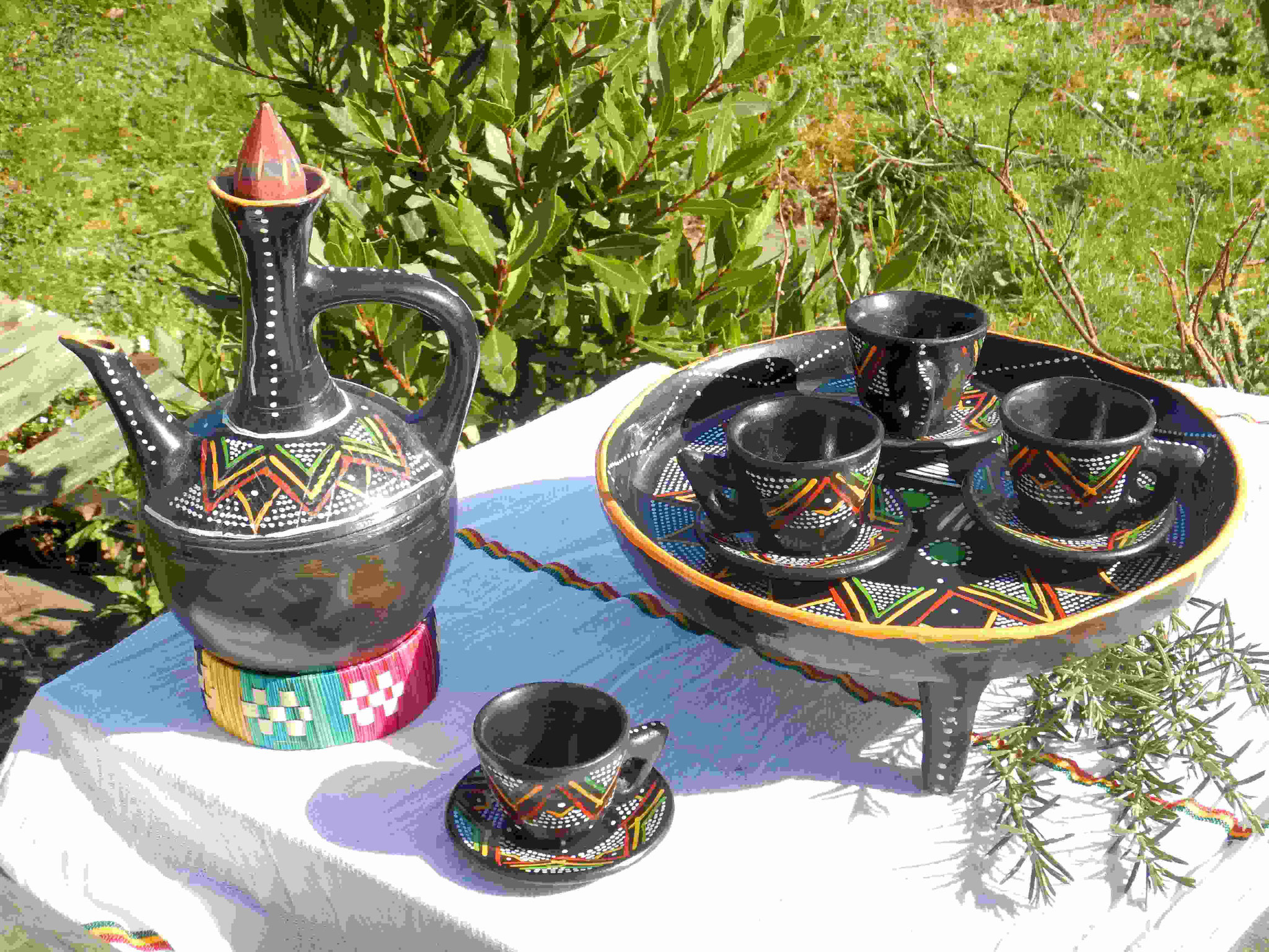 Service café Buna terre cuite fait main Ethiopie Artisanat ethiopien Epices éthiopiennes made by locals solidaire équitable artisanat textils voyage Ethiopie 1
