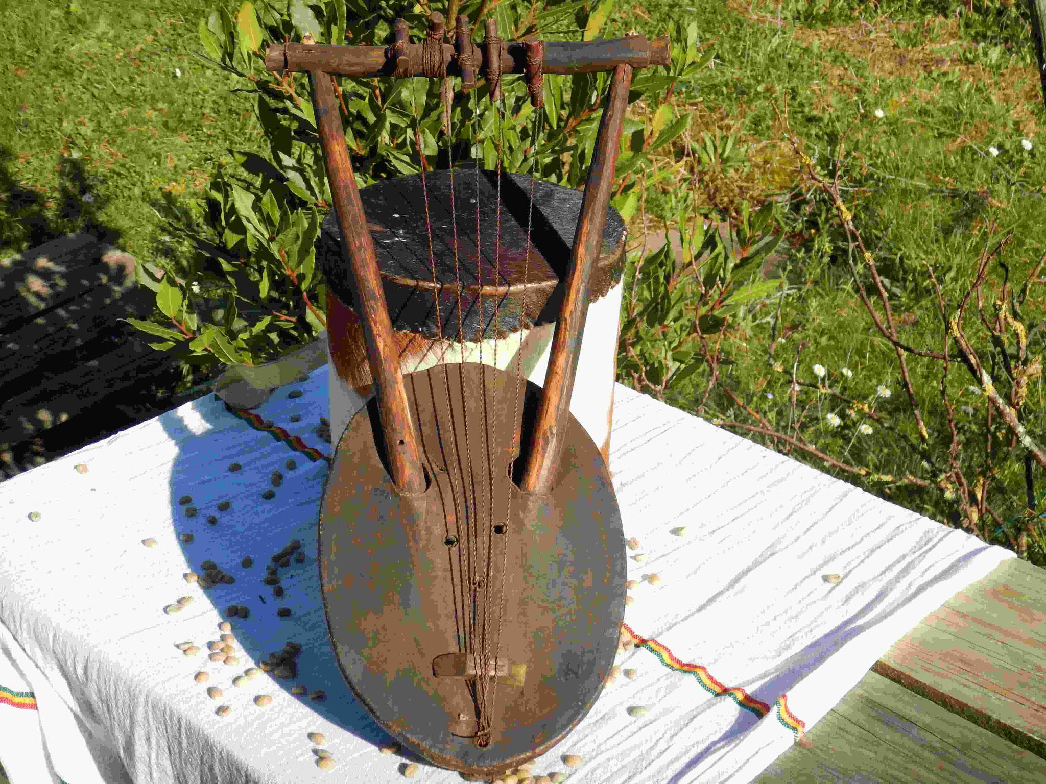 Instrument de musique éthiopien Ethiopie Artisanat ethiopien Epices éthiopiennes made by locals solidaire équitable artisanat textils voyage Ethiopie
