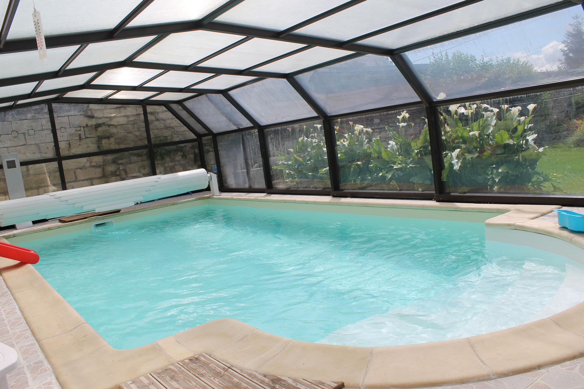 piscine, abris et piscine chauffée toute l'année.