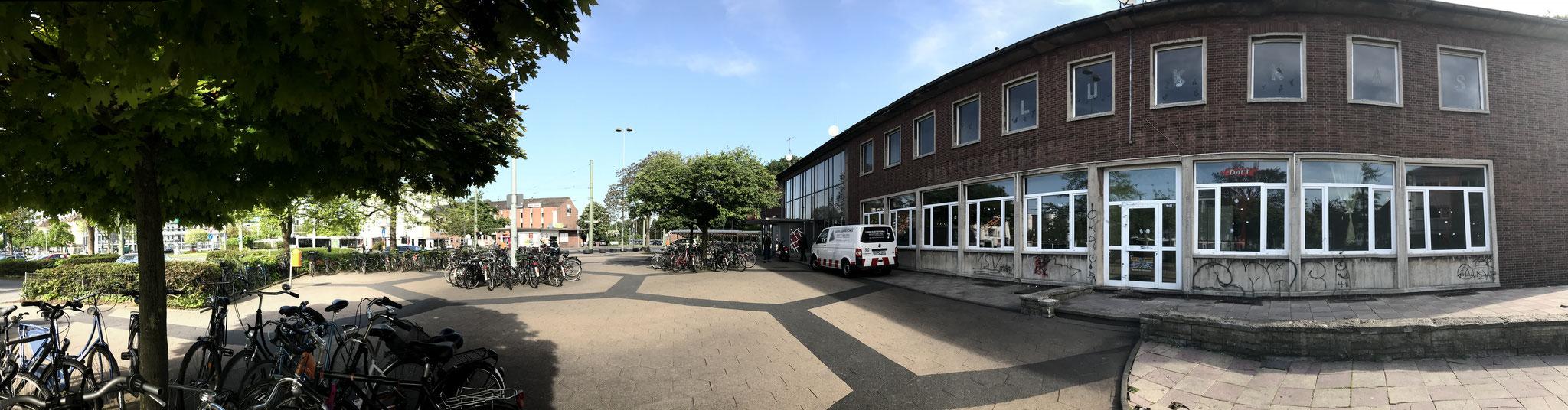 Bahnhof von der Bahnstraße aus.