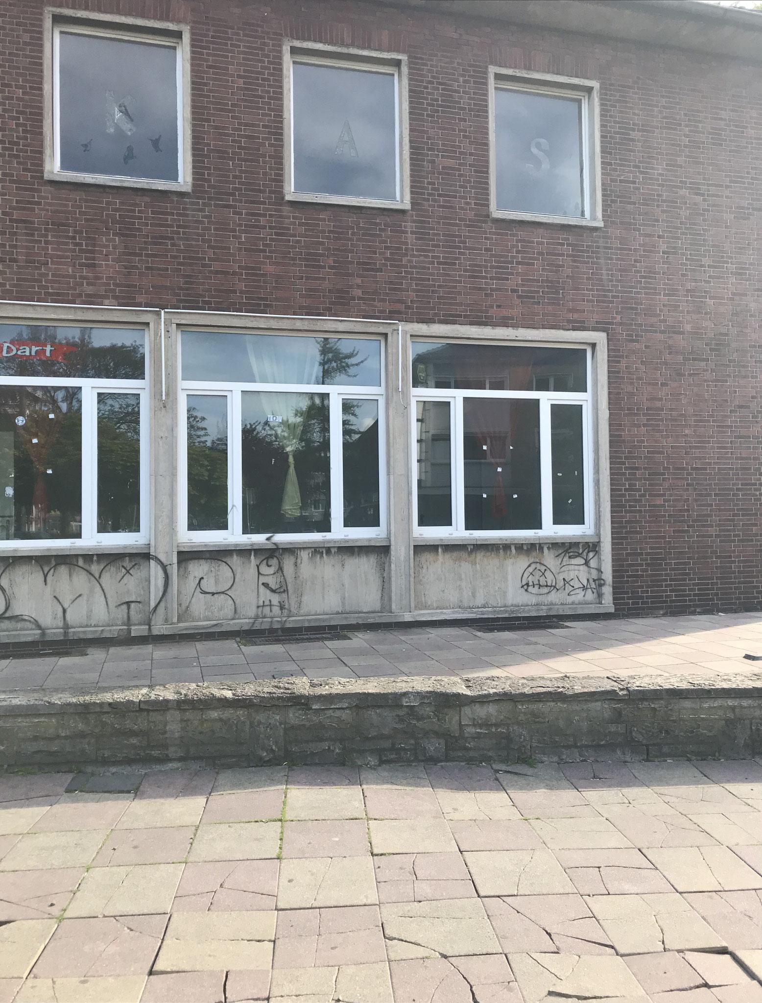 Rechte Seite des Bahnhofsgebäudes.