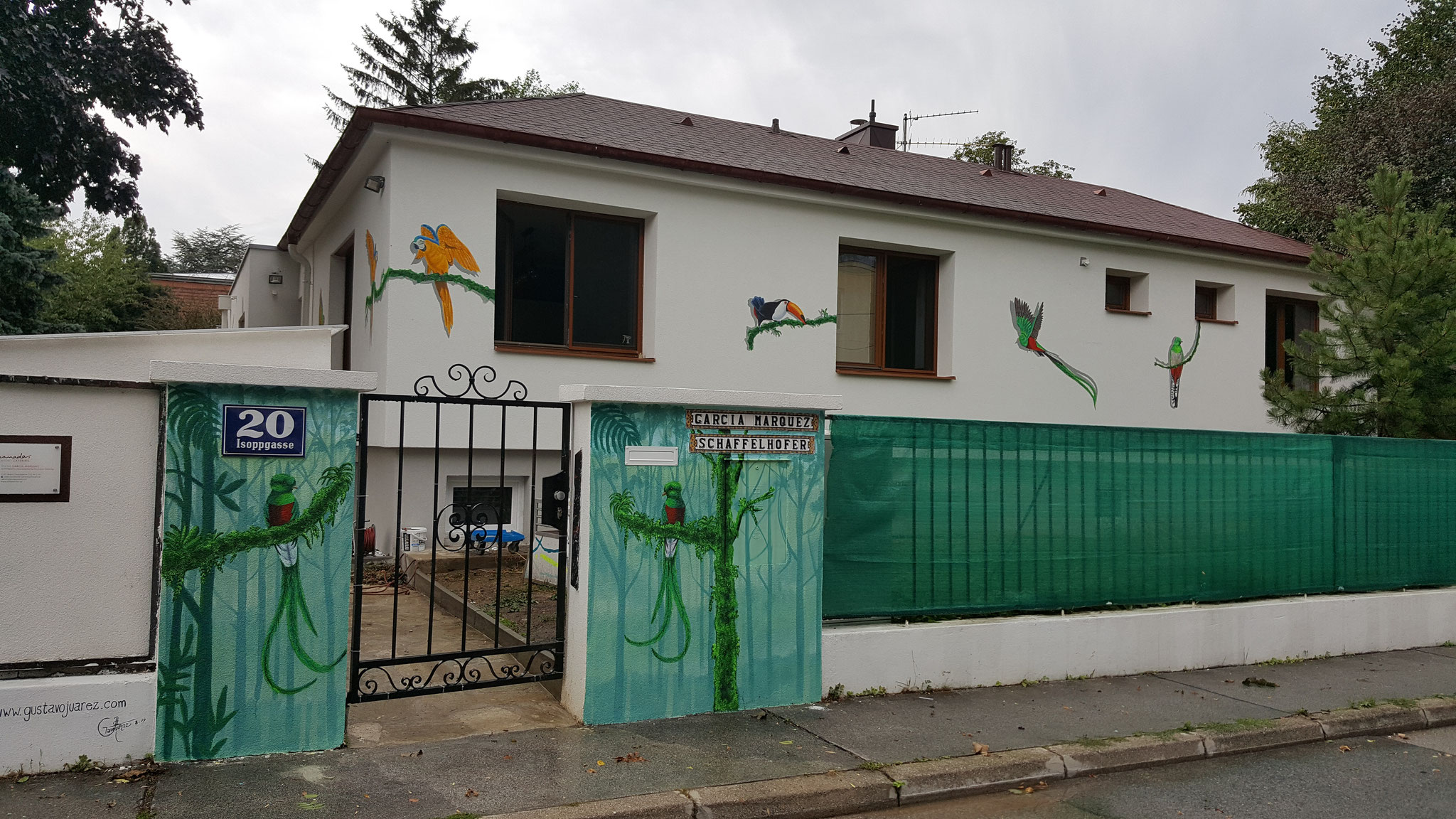 Casa de los Pajaros, Acrylic on facade, Private - 1230 Vienna