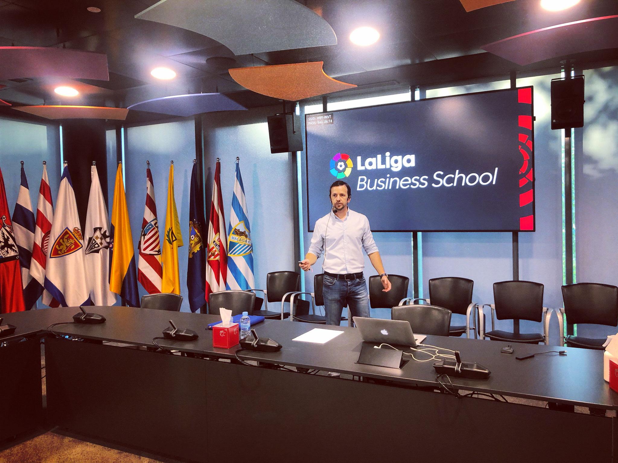 LaLiga Business School. Máster en Dirección, Metodología y Análisis en el Fútbol. Univ. Fco de Vitoria.