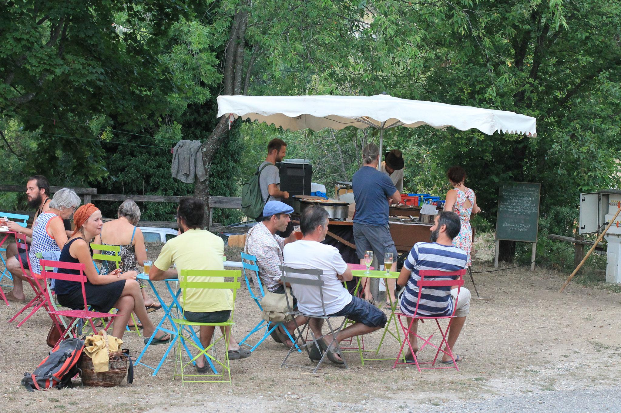 Crêpes et concert au camping de St Michel-de-Chabrillanoux