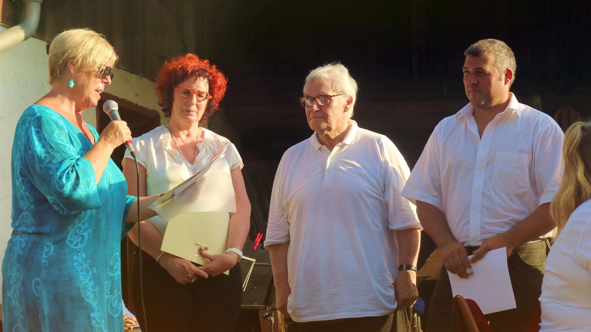 Ehrungen: Marita Schill wird für 40, Peter Teuber für 60 und Jan Kury für 25 Jahre geehrt.