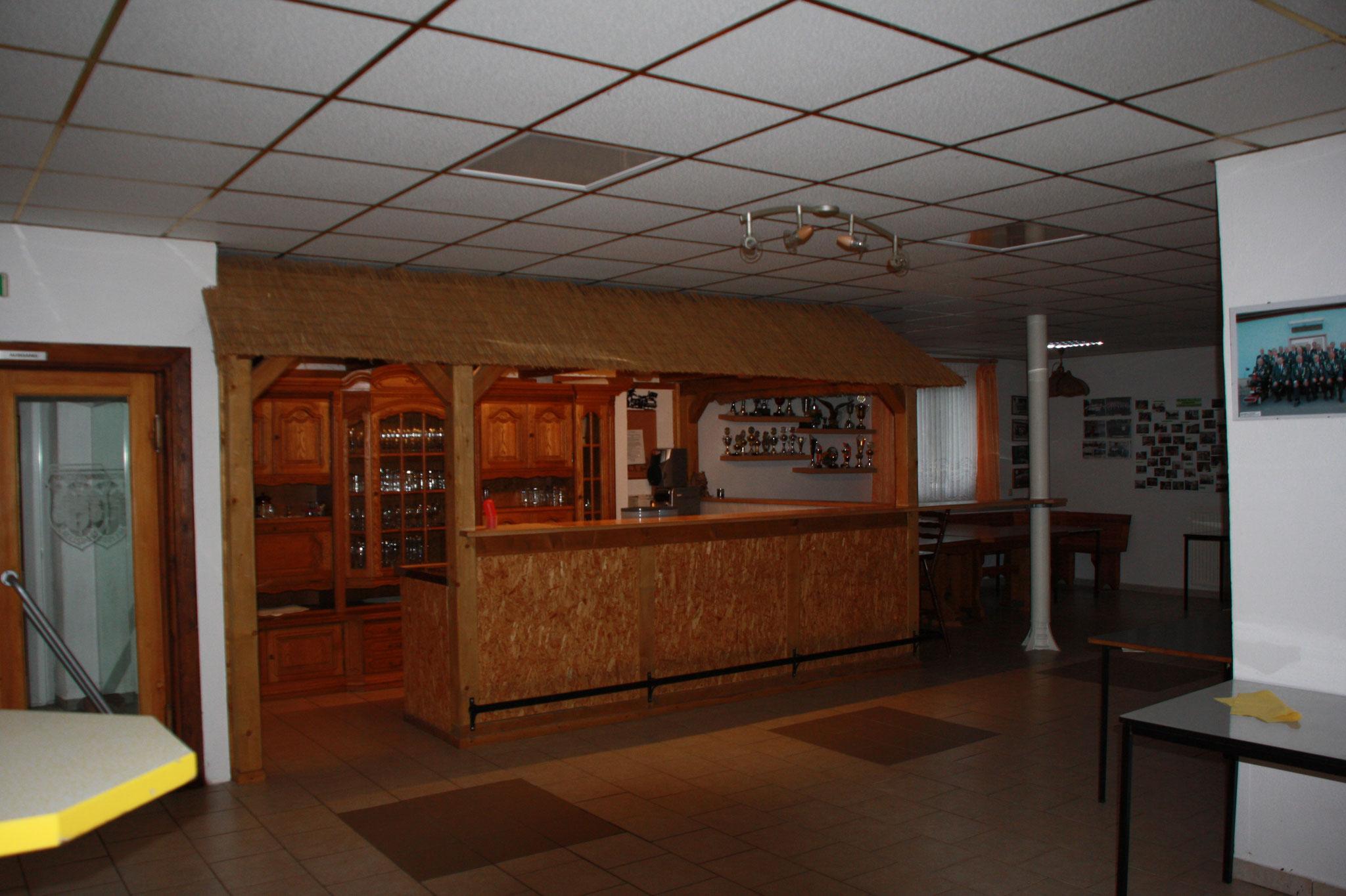 Thekenraum (Küche zum Vorbereiten ist auch vorhanden)