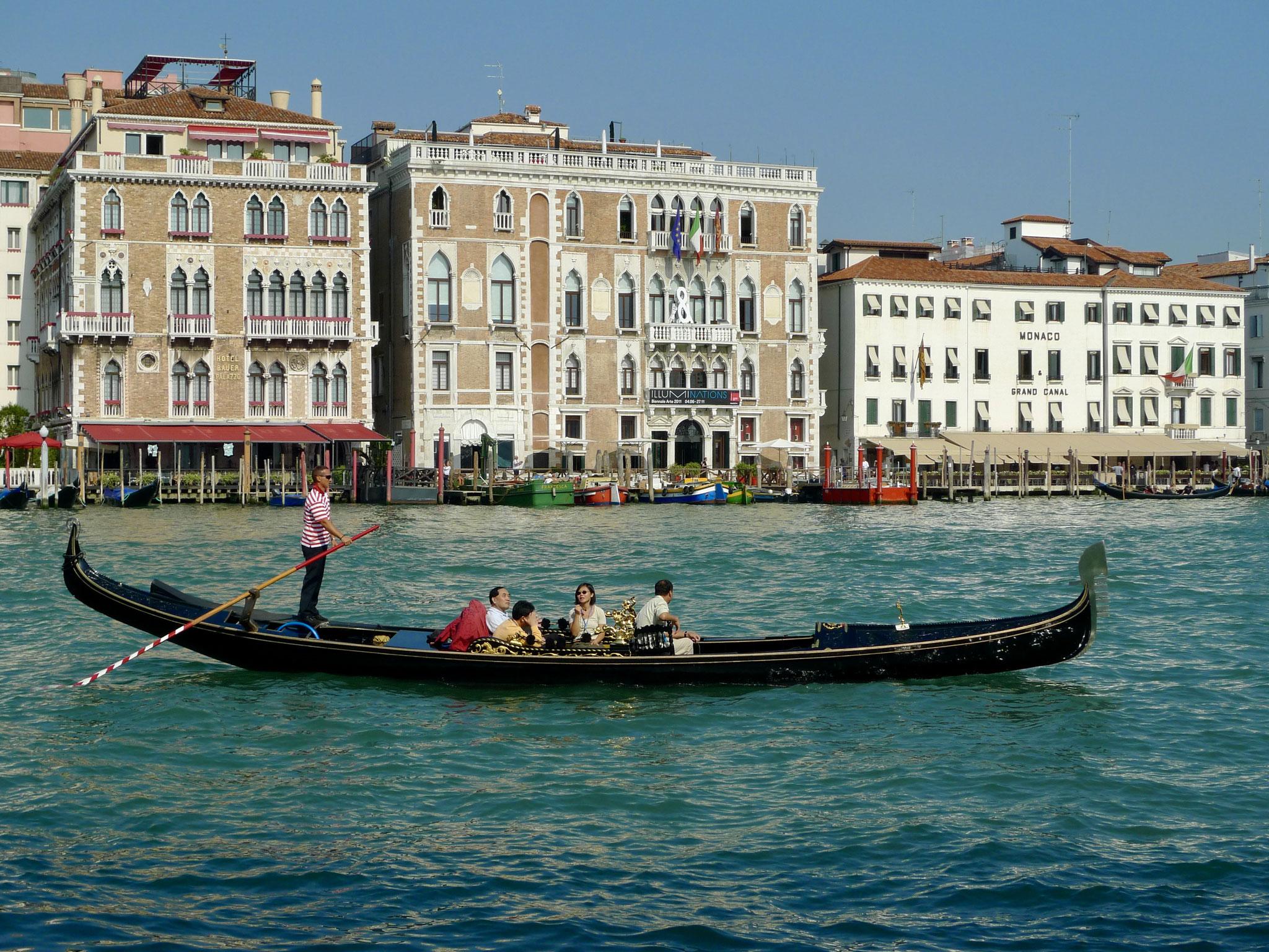 Venice gondola photo cliché