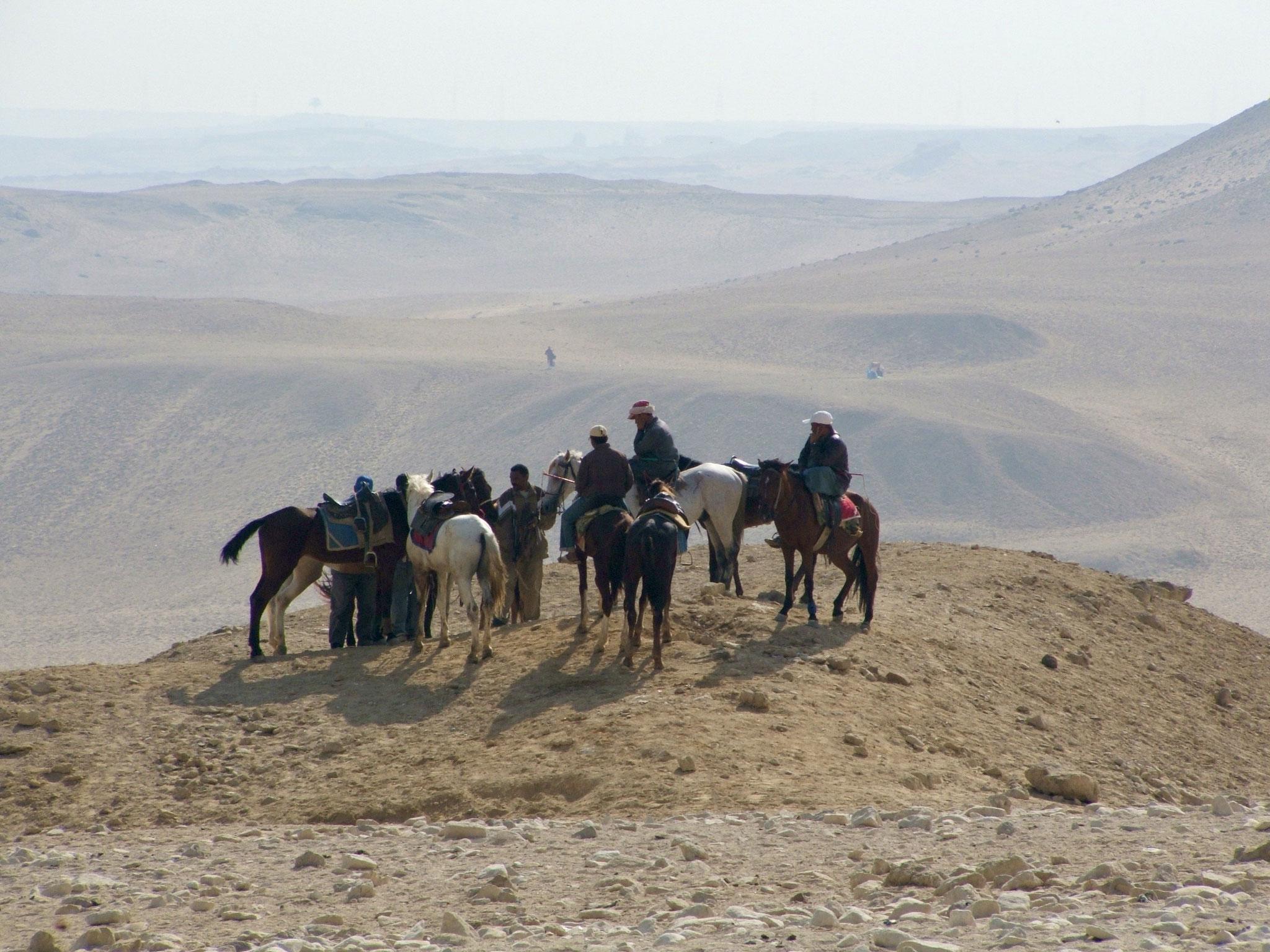Hilltop rendezvous, Giza