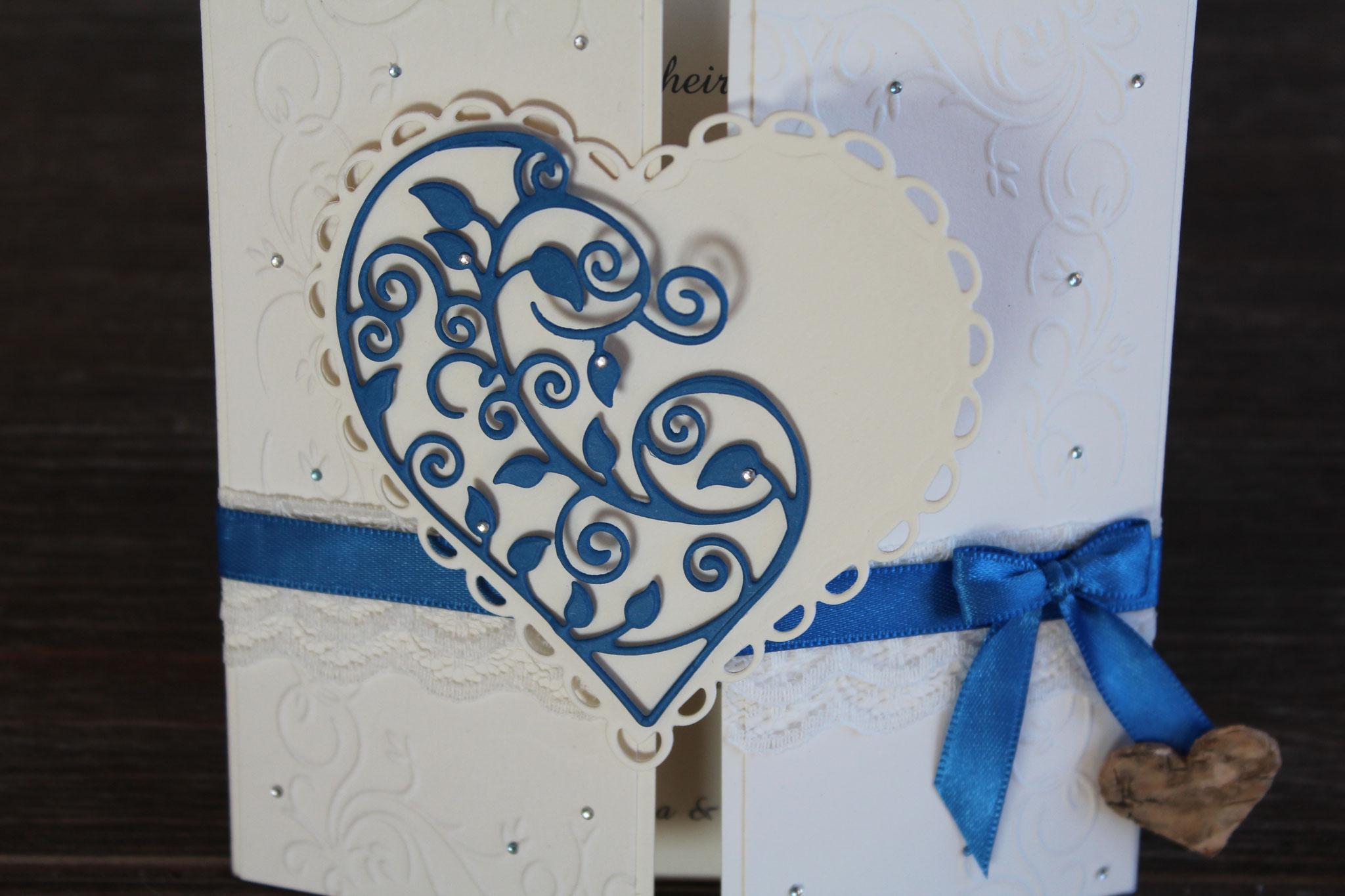 EH95  Mittig zu öffnen. Gerne arbeiten wir auf die Herzinnenseite ein Bild von  Euch ein. Anhänger mit den Namen des Brautpaares.