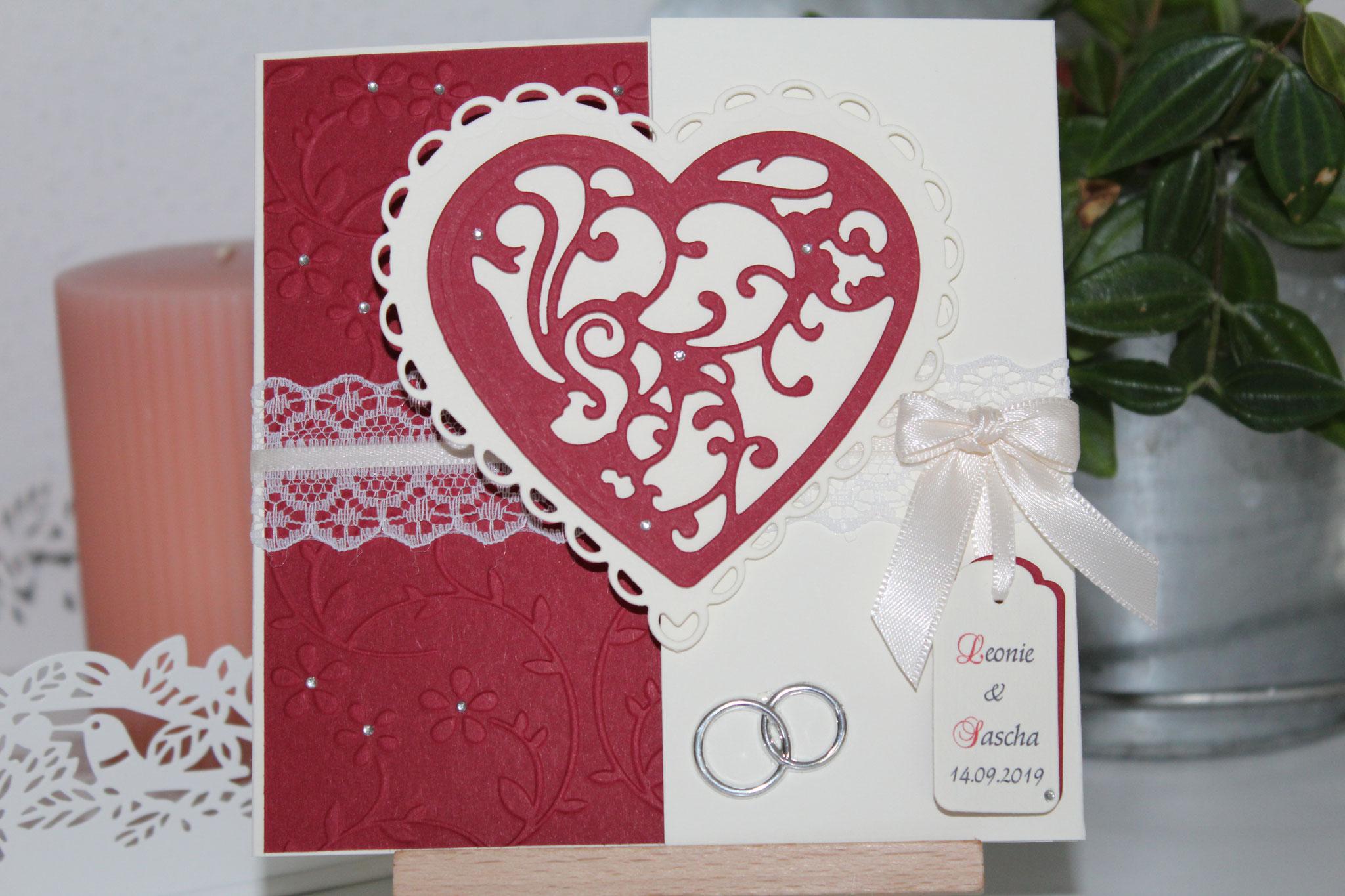 EH100  Mittig zu öffnen. Gerne arbeiten wir auf die Herzinnenseite ein Bild von  Euch ein. Anhänger mit den Namen des Brautpaares.