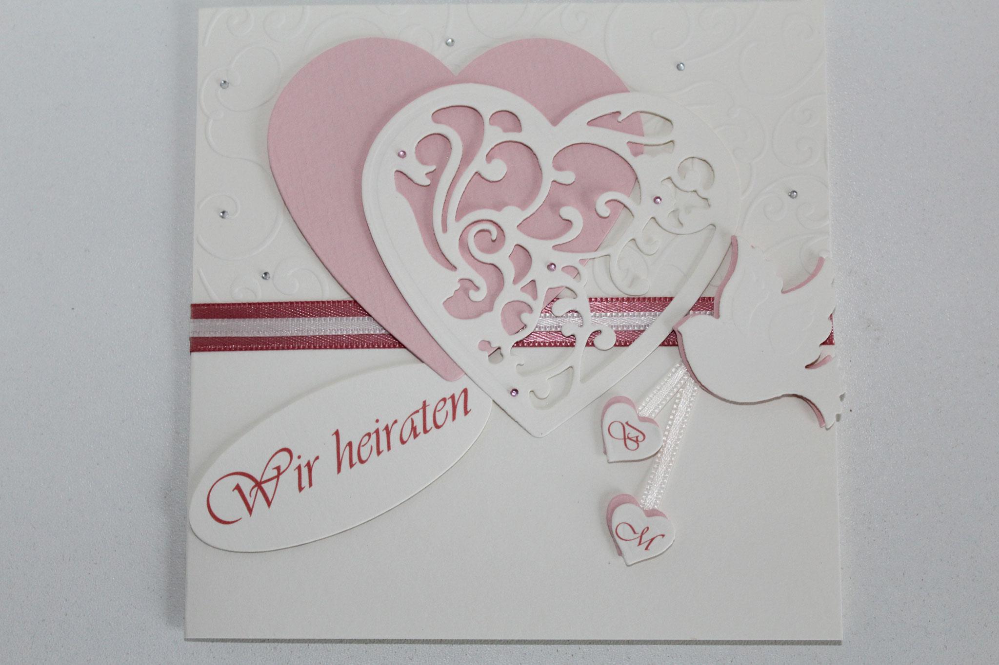 EH3  Deckel geschlossen, seitlich zum aufklappen. Herzchen mit den Initialien des Brautpaares.