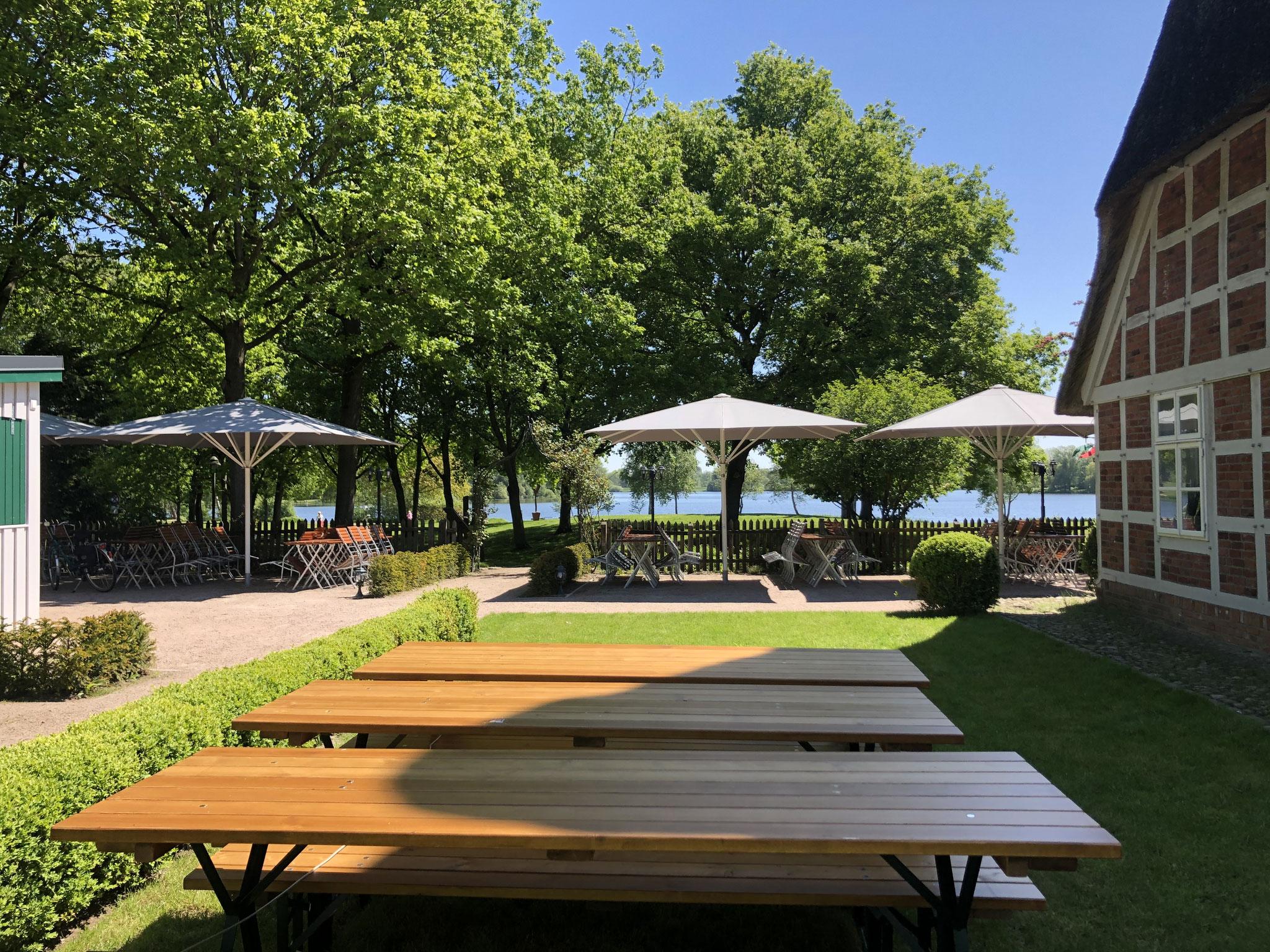 Der neue Biergarten mit Blick zum See