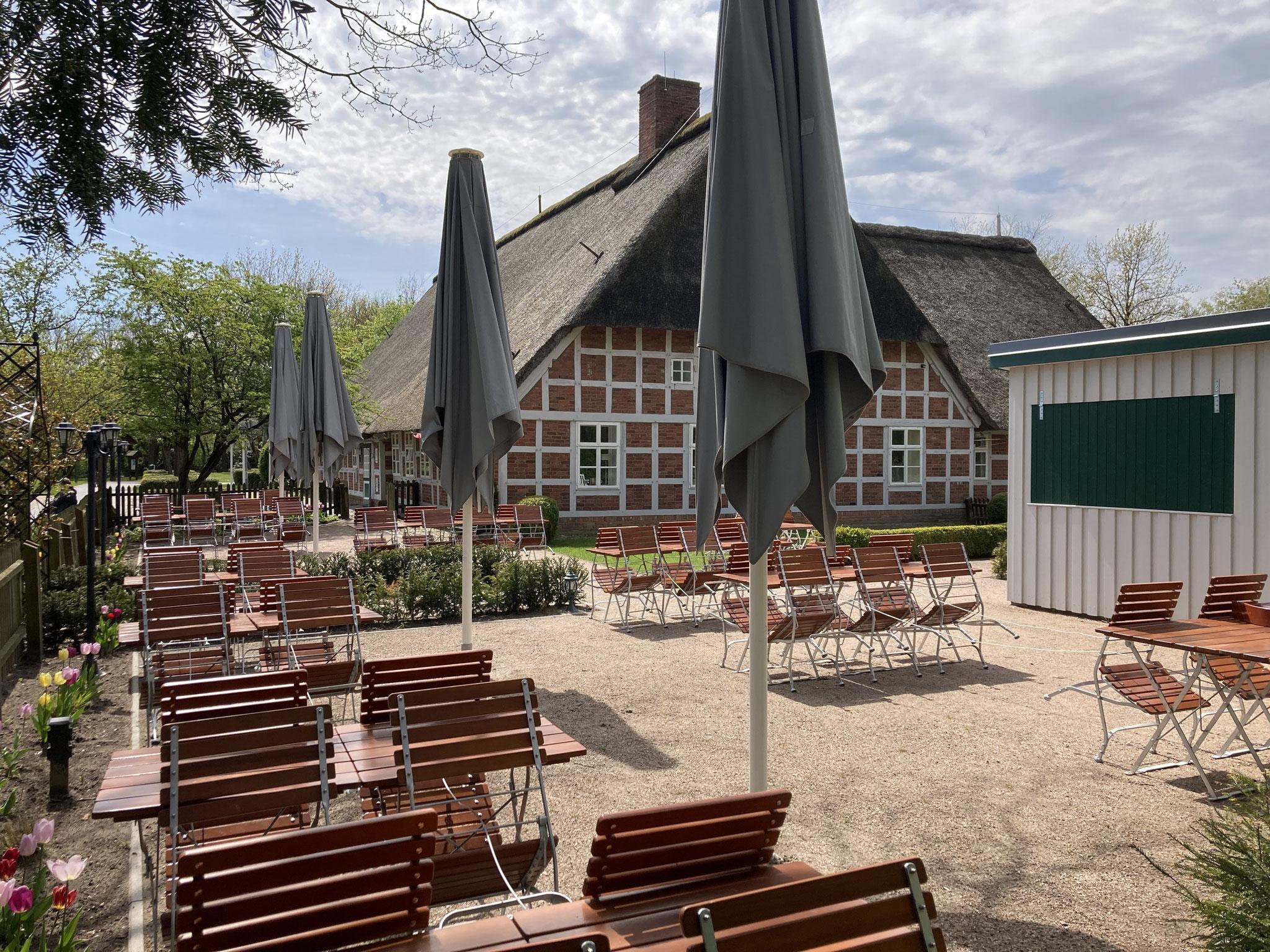 Der neue Biergarten mit Schankpavillon