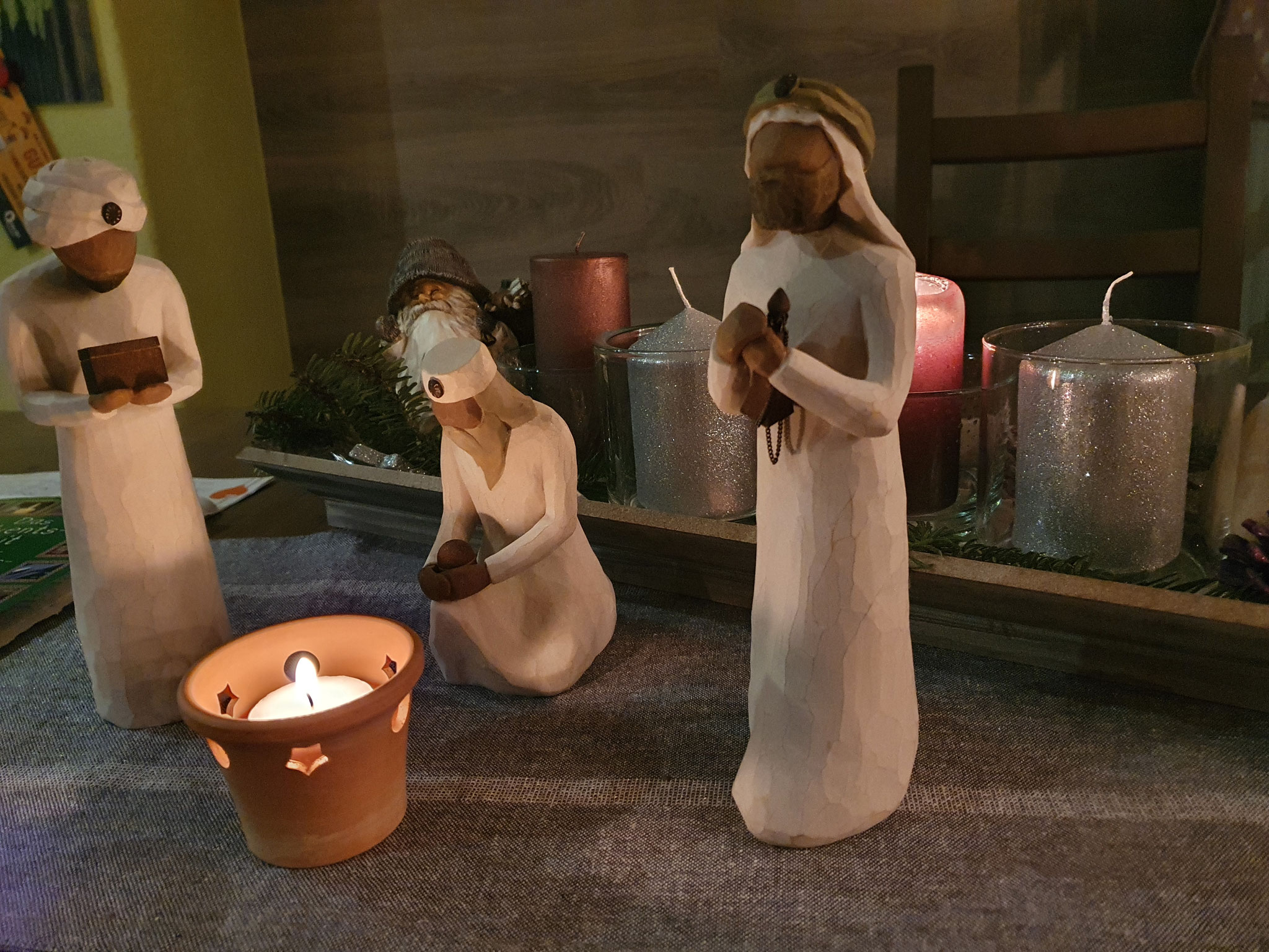 Bilder von dem Besuch der drei Weisen am 01.12. bei uns in Neugernsdorf