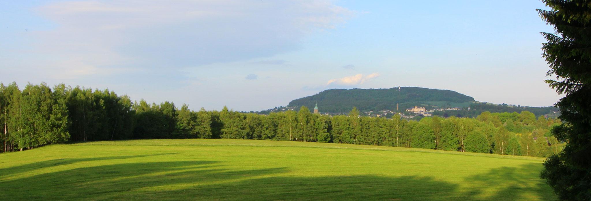 Blick auf den Pöhlberg und der Bergstadt Annaberg-Buchholz
