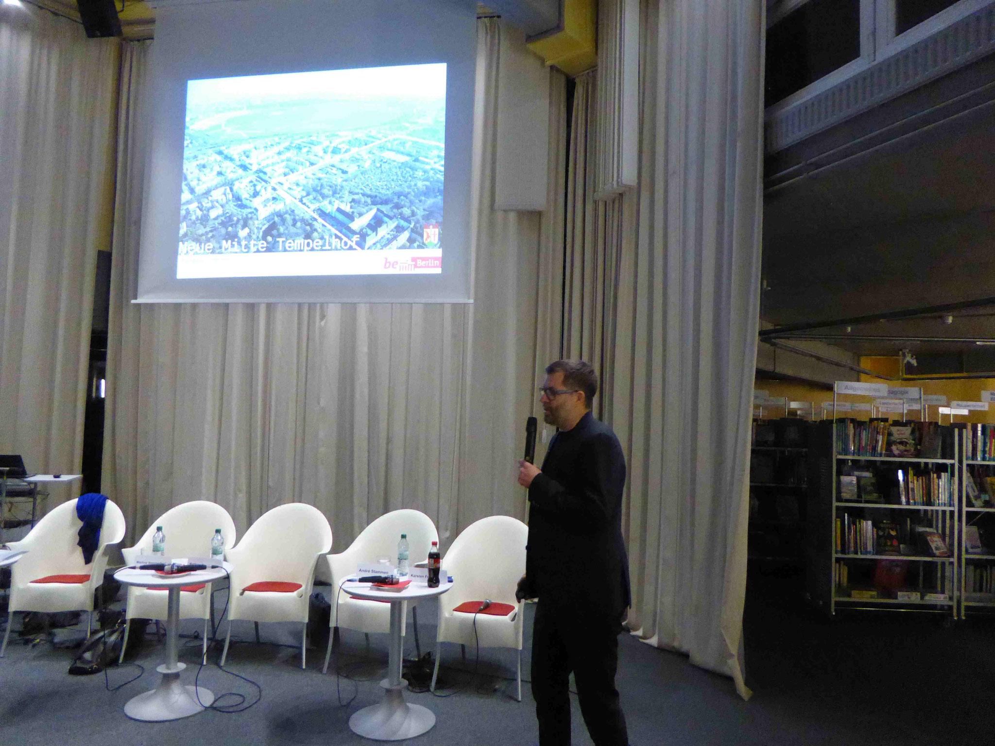 Der Architekt, Herr Fleckenstein, bei seinem Vortrag