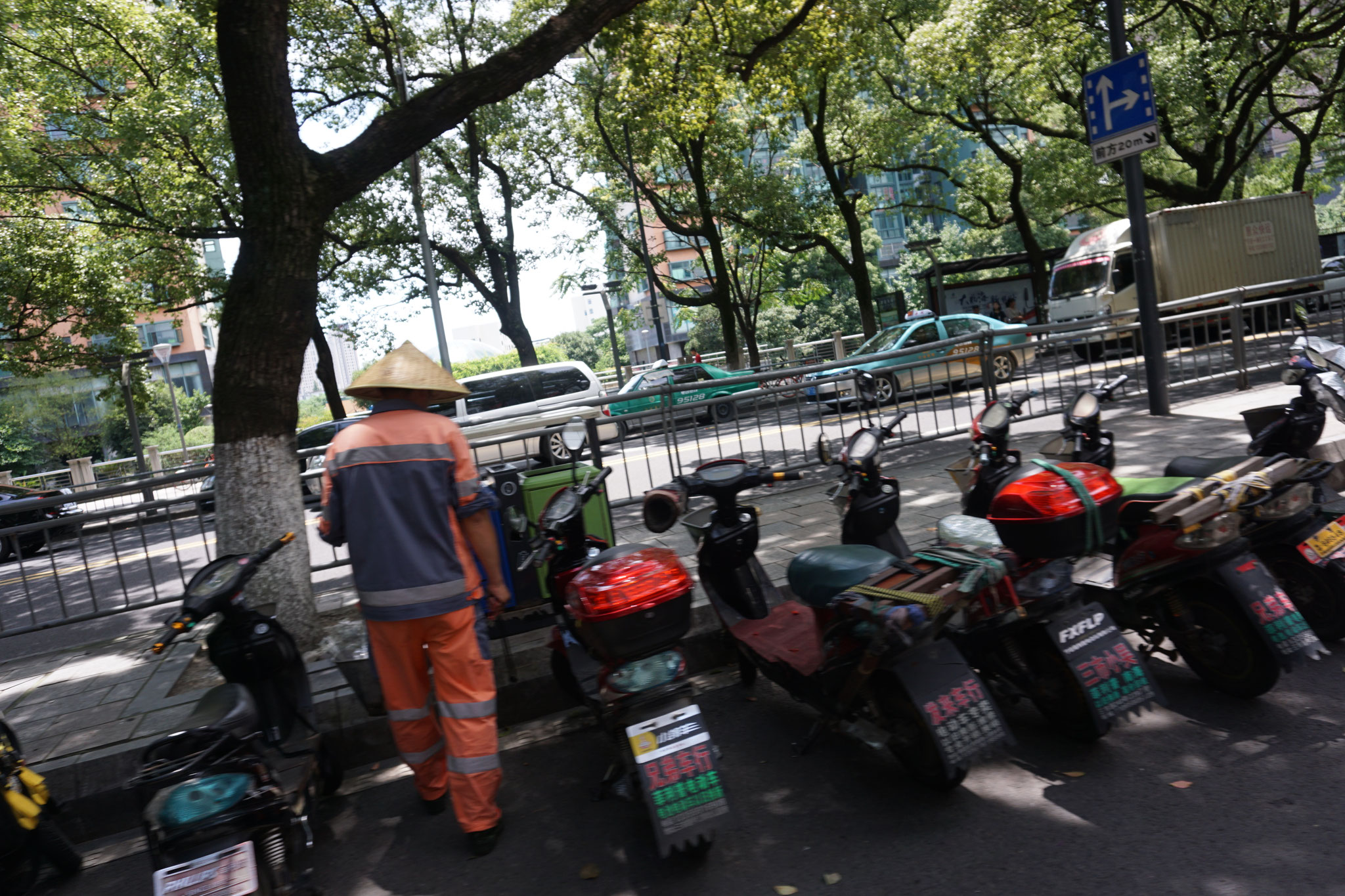 Zwei Taxis im Hintergrund