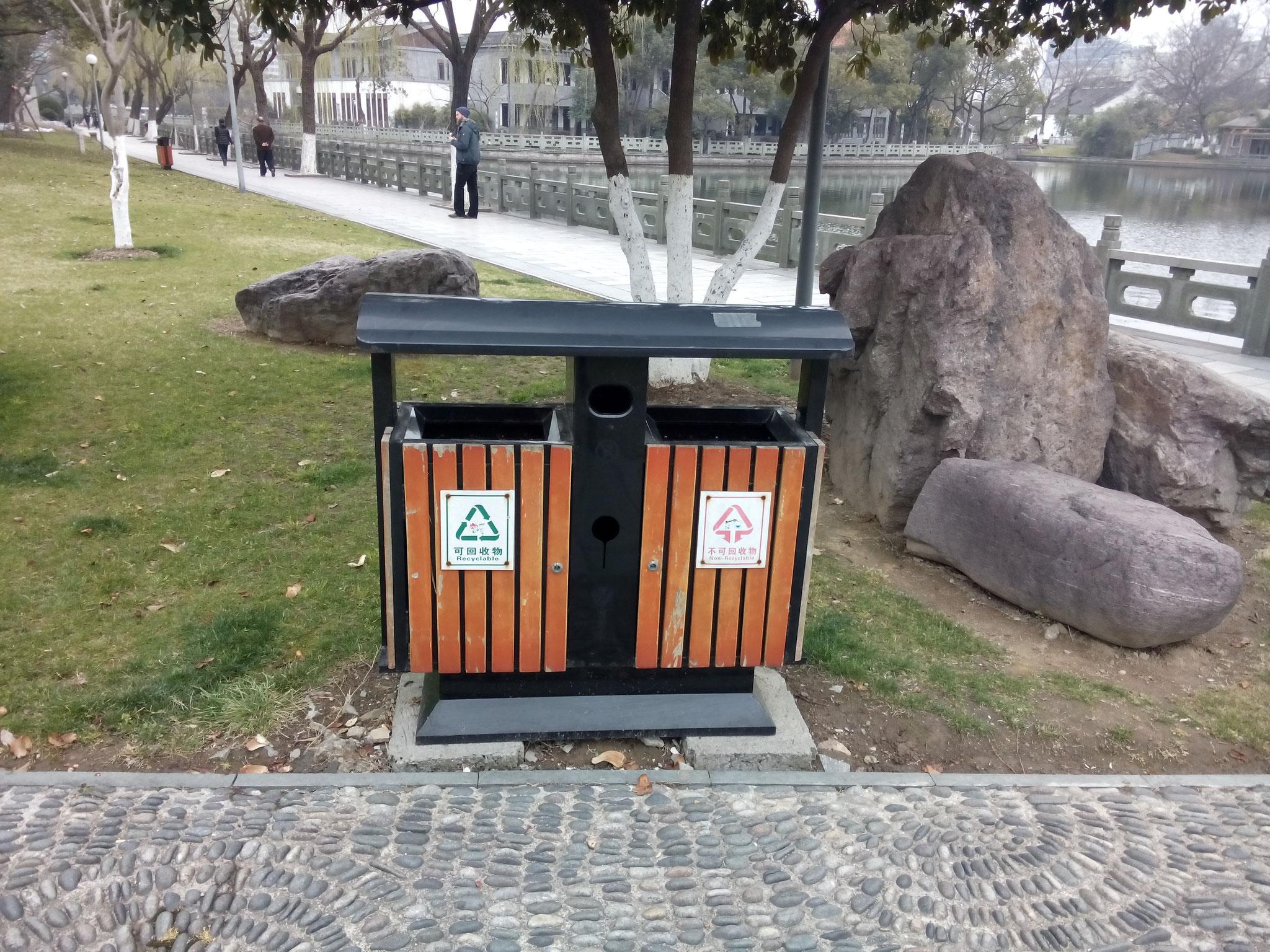 Mülltrennung (eher symbolisch)
