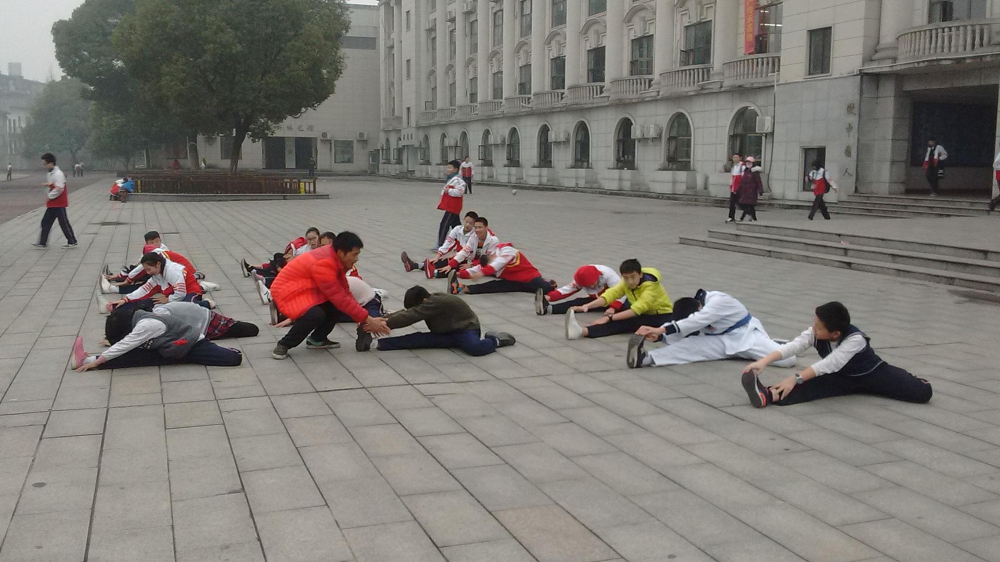 Der Karateclub trainiert.