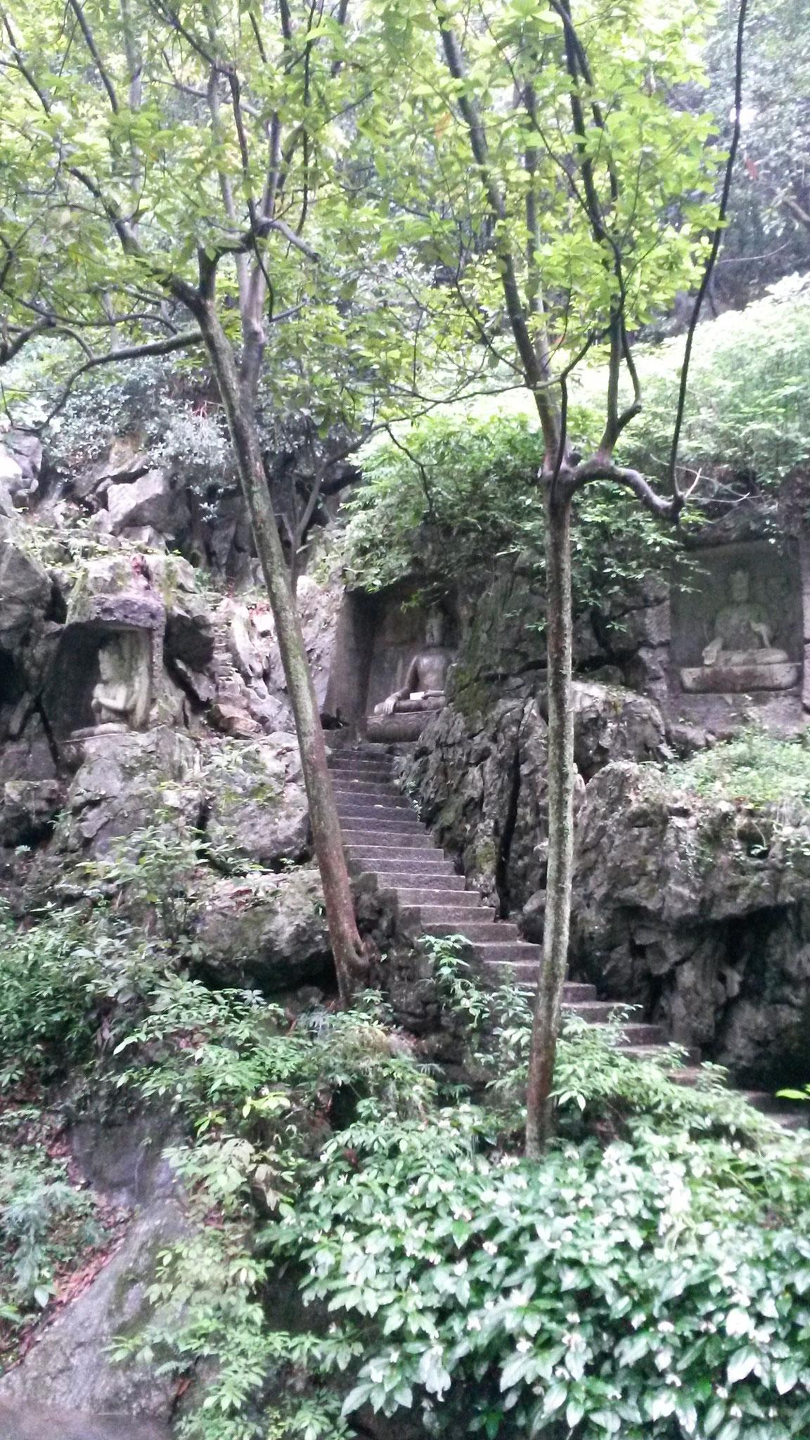 Buddhistische Steinfiguren circa aus dem 12 Jahrhundert