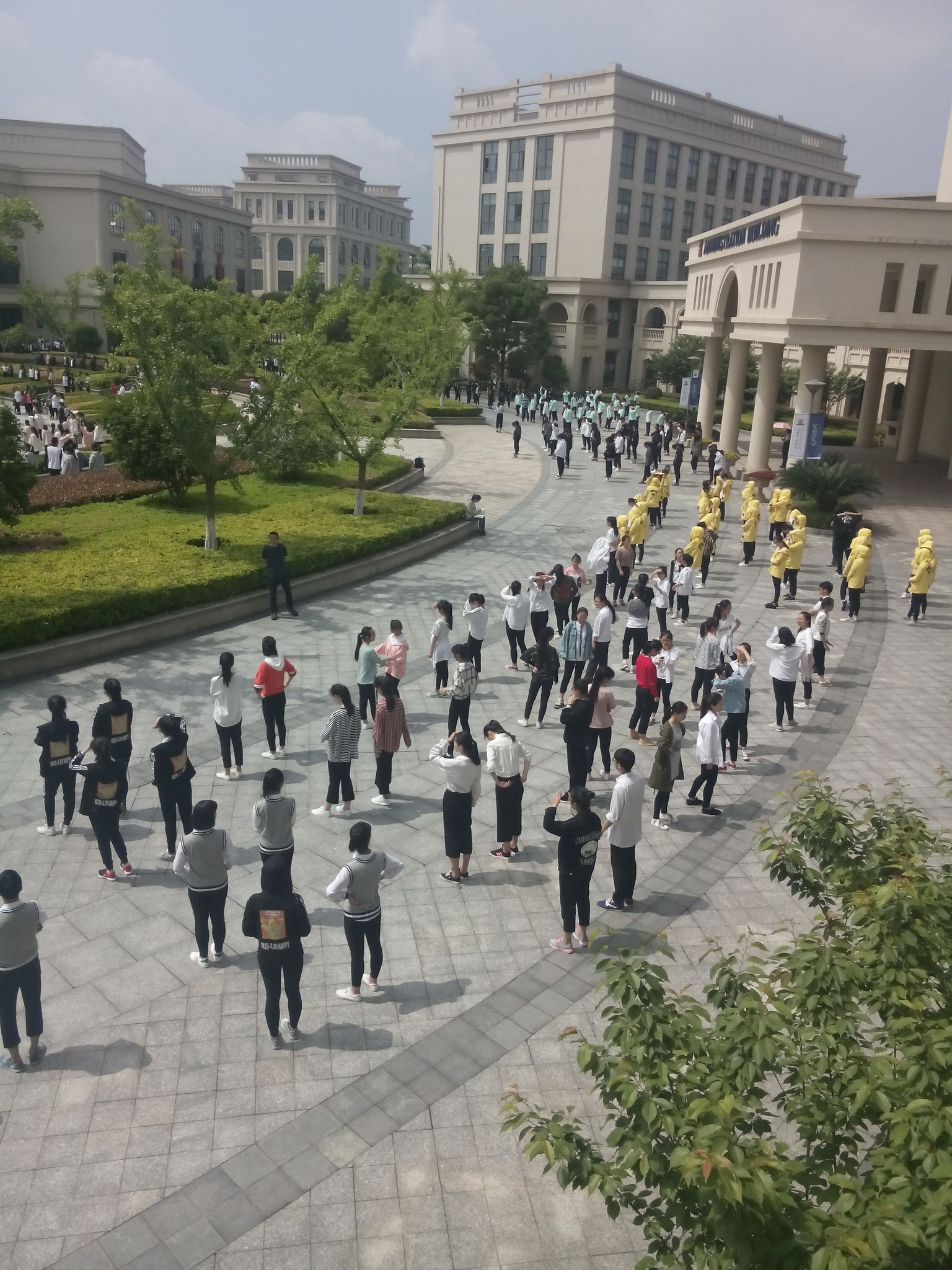 NBFAS Schüler tanzen in Formation 1