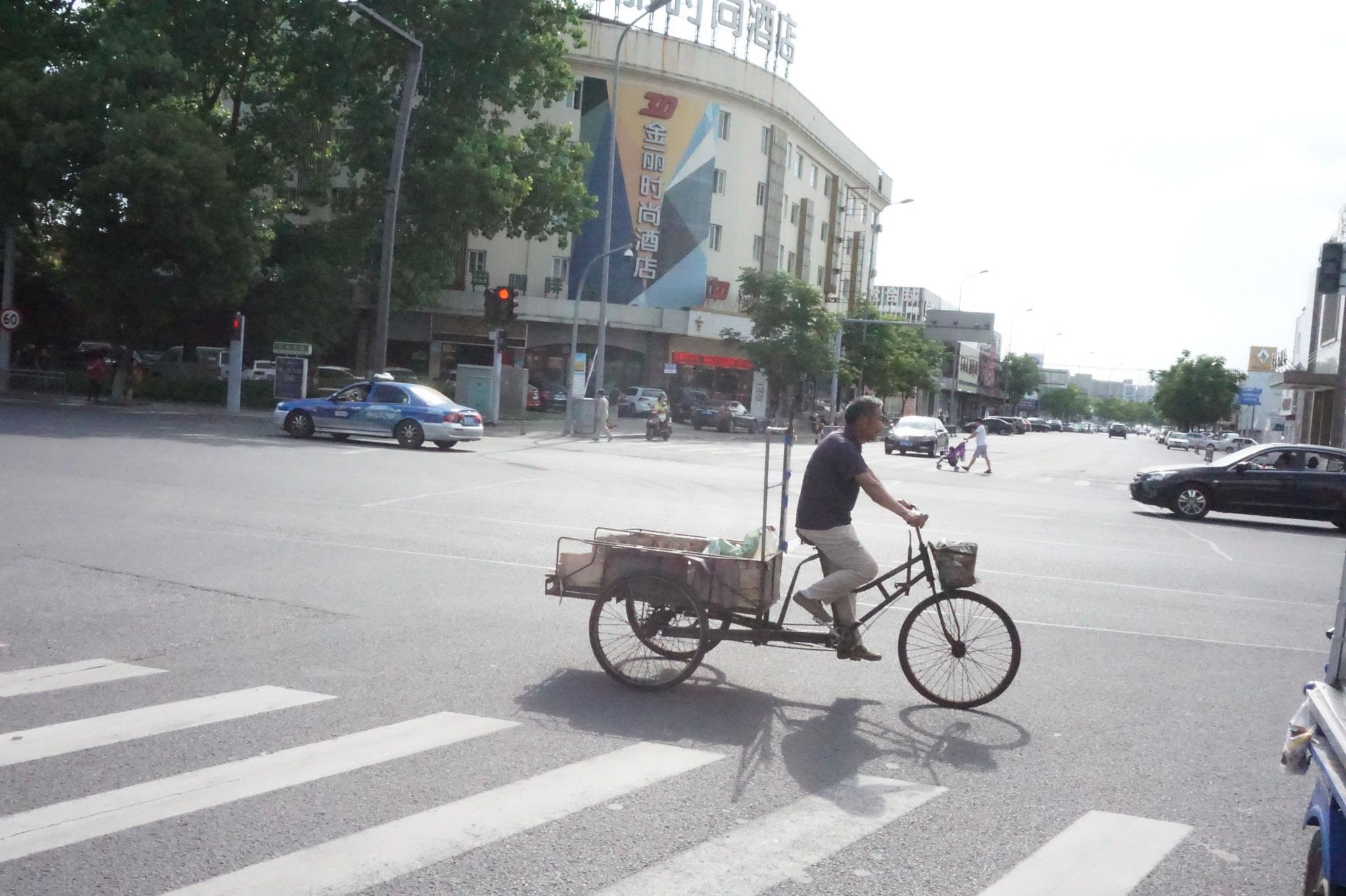 Taxi eher links im Bild
