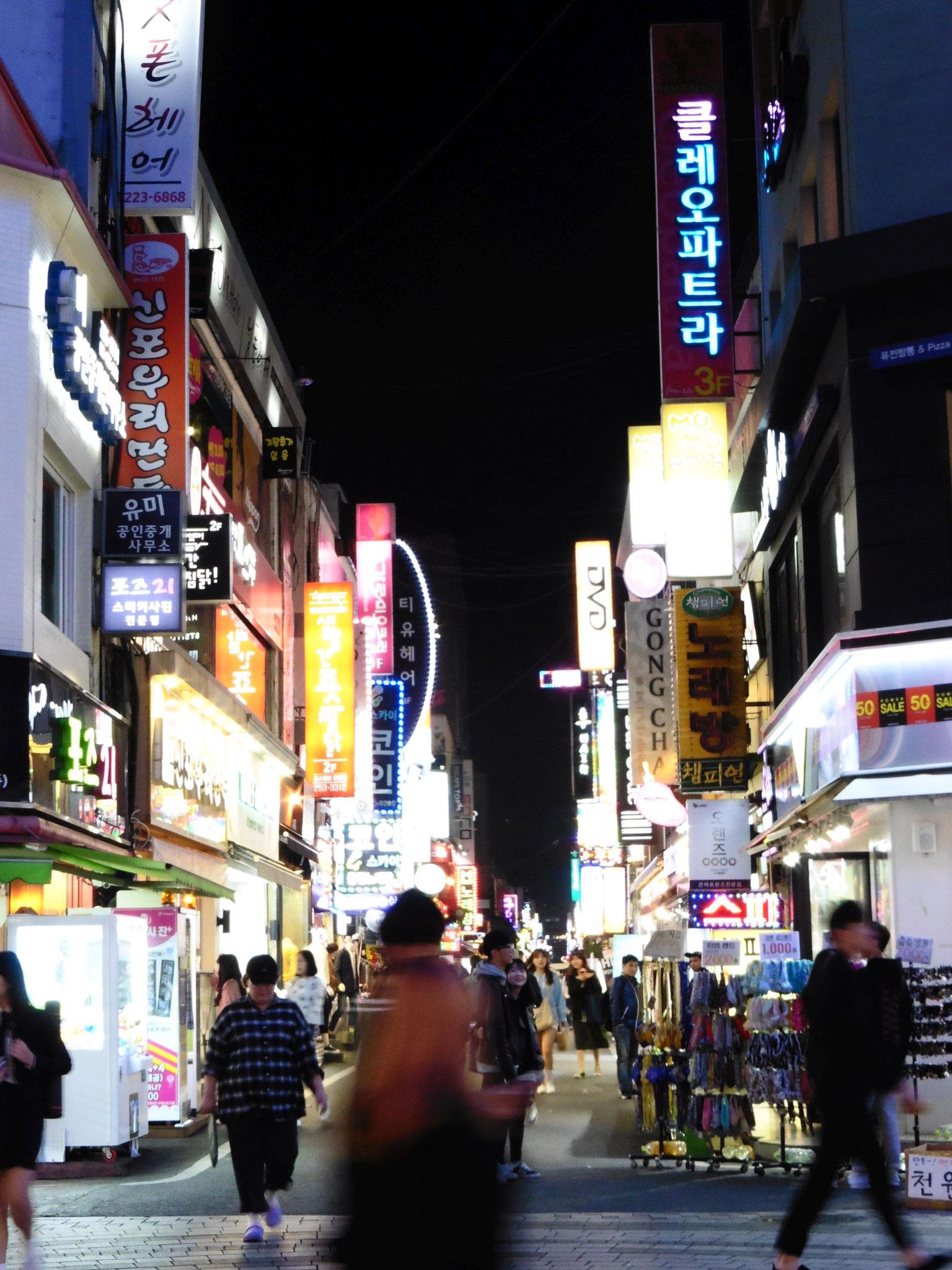 Daejeon am Abend - überall Lichter, Musik, Läden, Restaurants, Cafés, ...