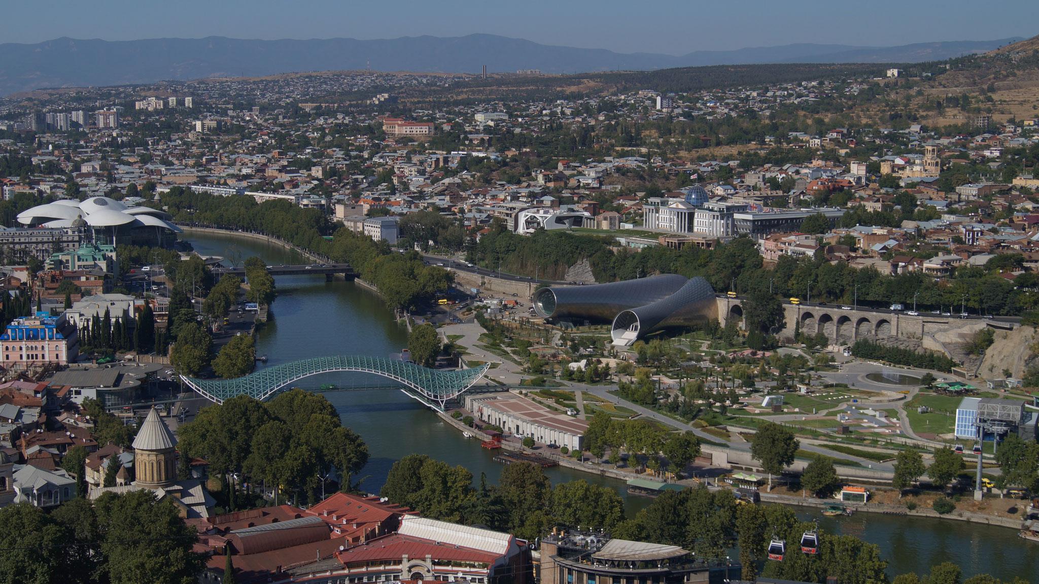 Die eindrucksvolle Aussicht über Tbilisi von der Festung Narikala
