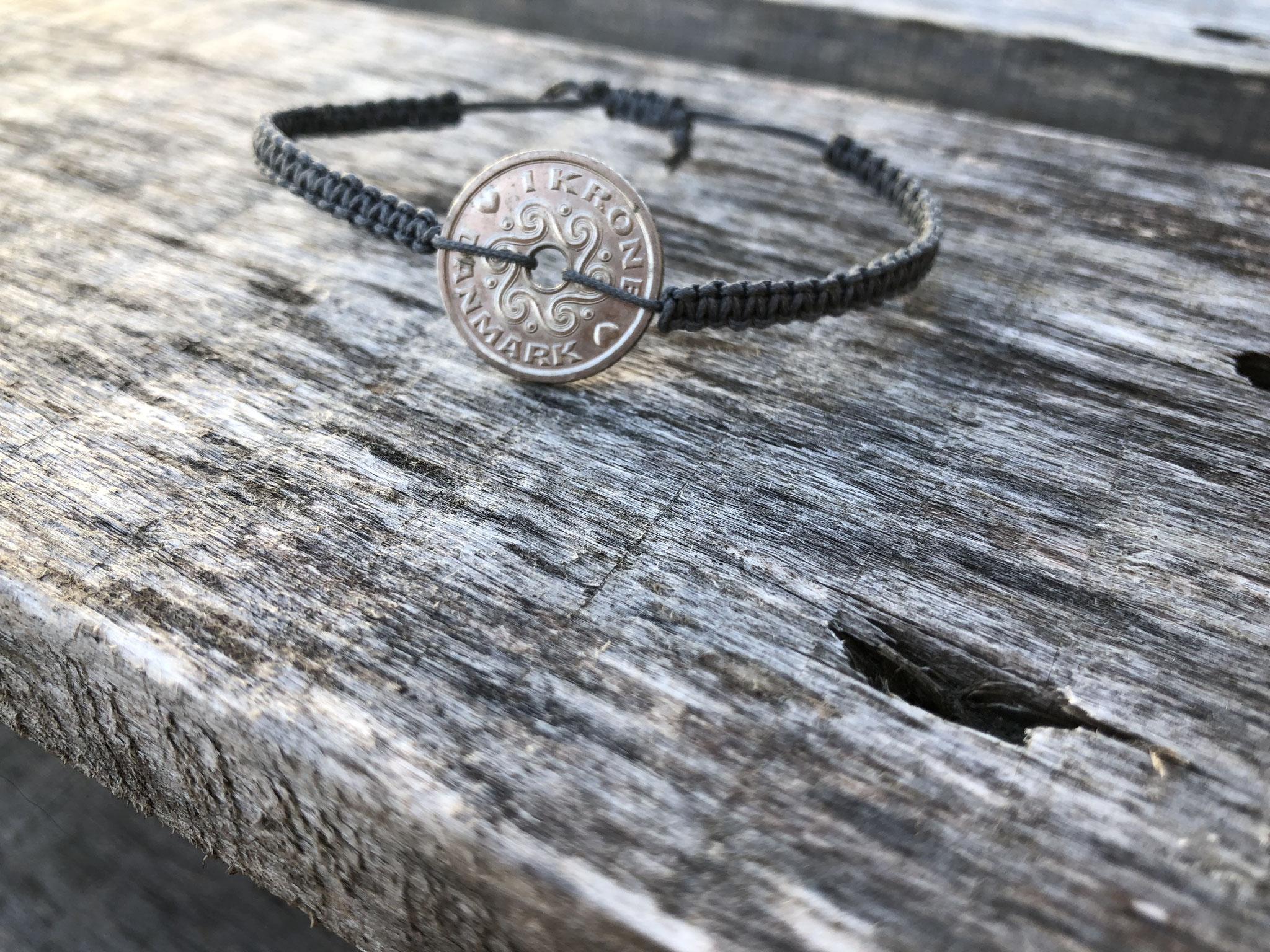 Makramee-Armband mit Dänischer Krone