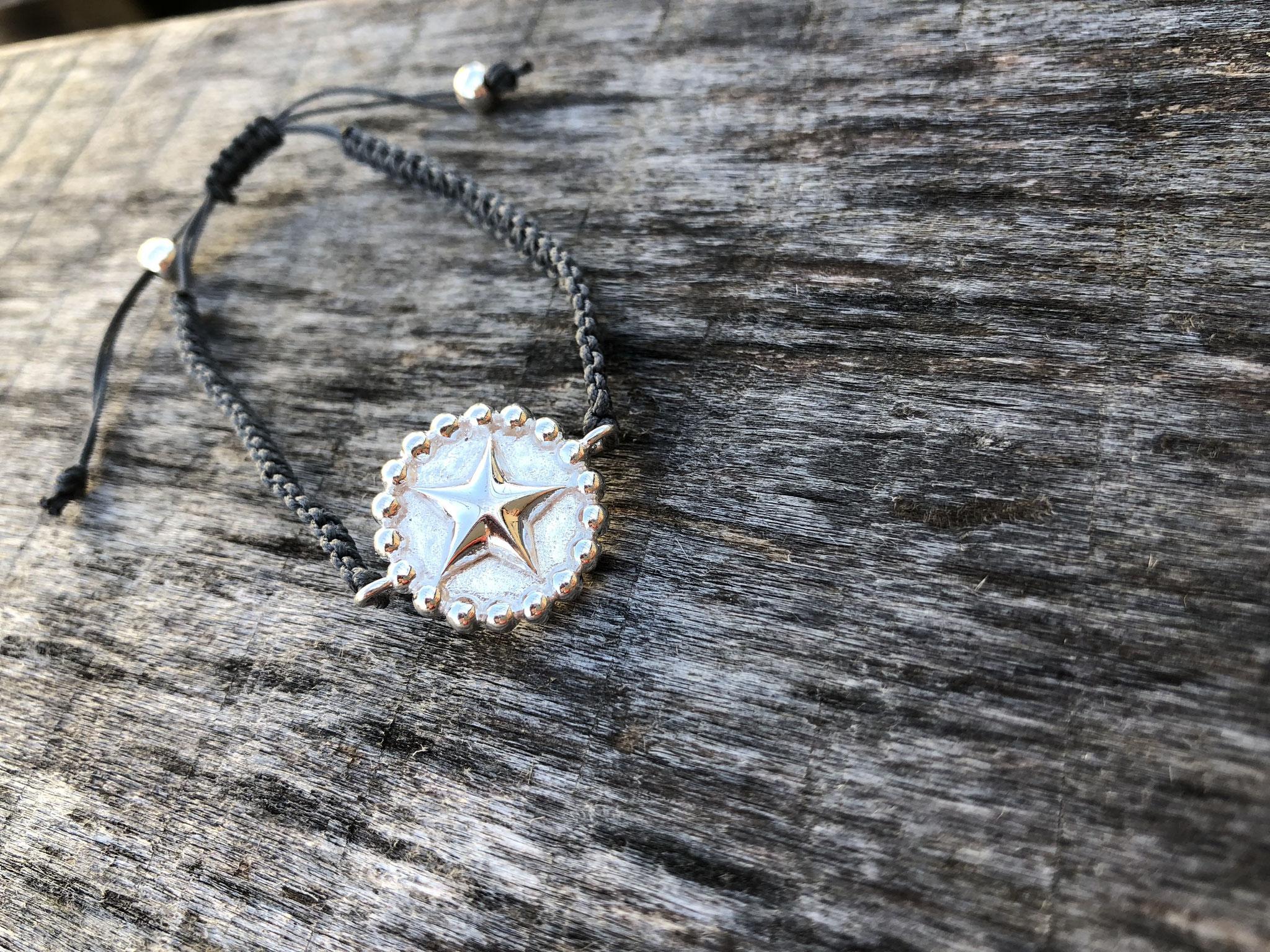 Makramee-Armband mit Silber-Verbinder