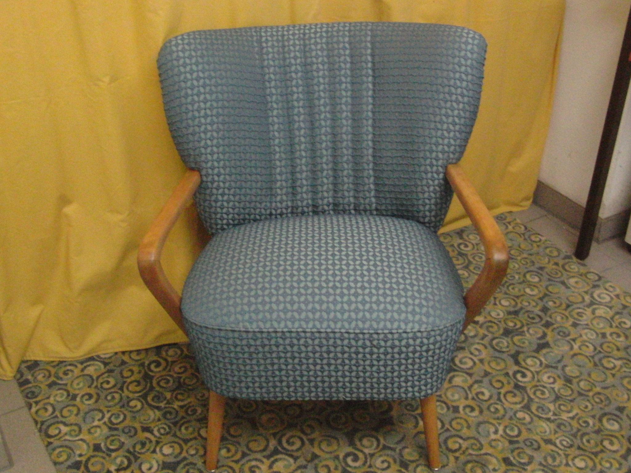 Stuhl neu aufgepolstert und bezogen