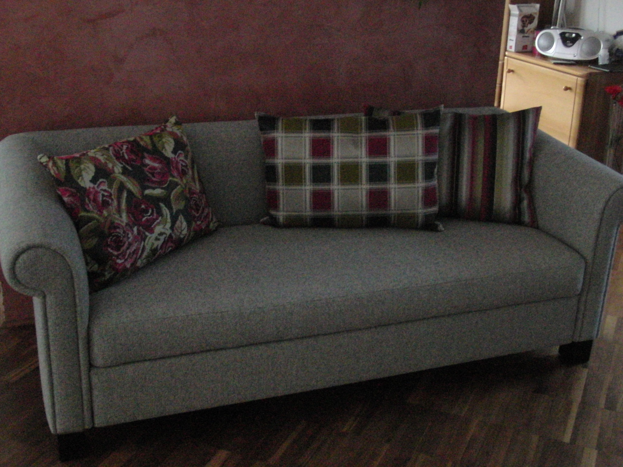 Sofa aufgepolstert und neu bezogen