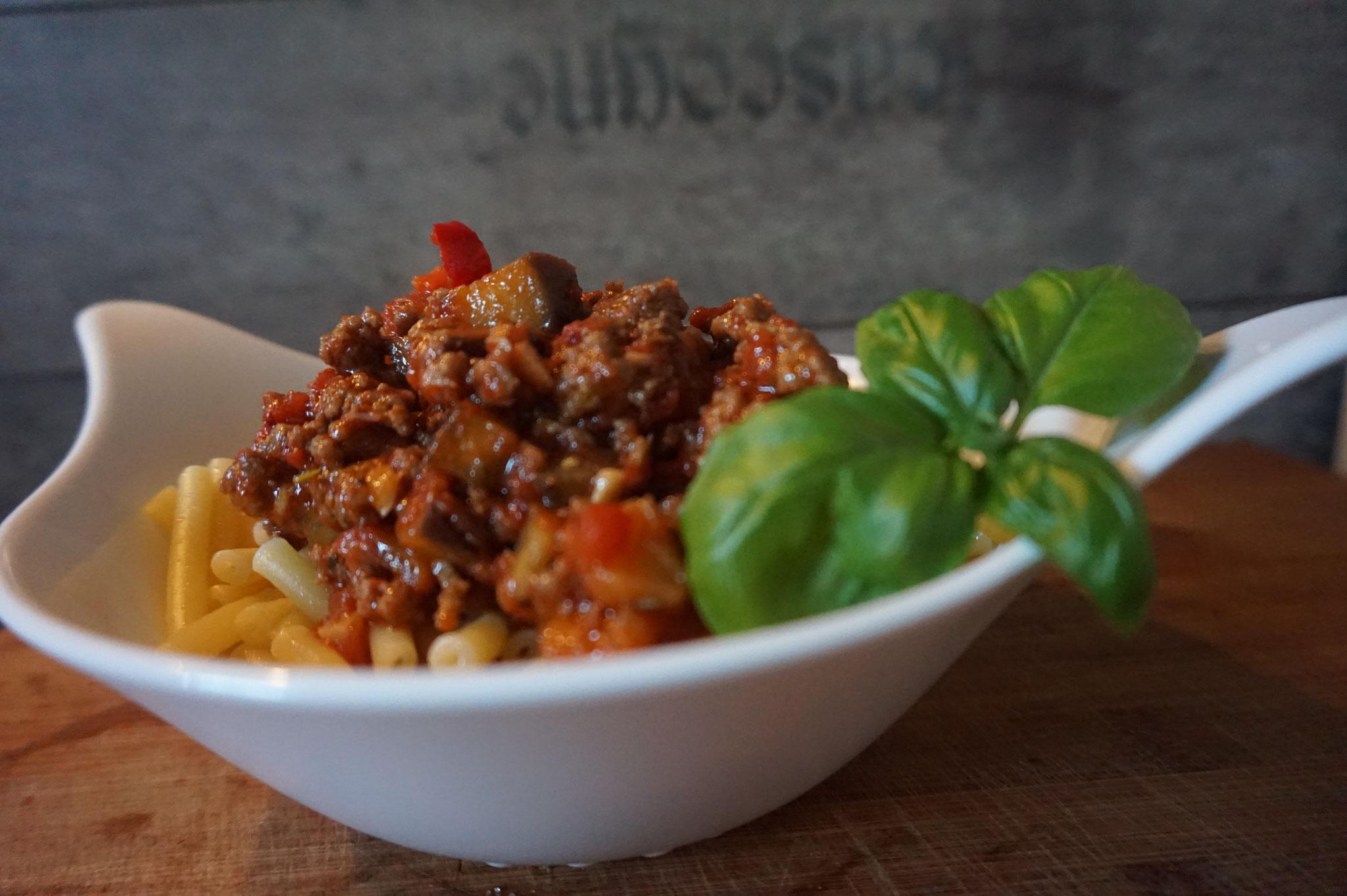 leckere maccaroni spaghetti mit gemuese hackfleisch low carb foodblog. Black Bedroom Furniture Sets. Home Design Ideas