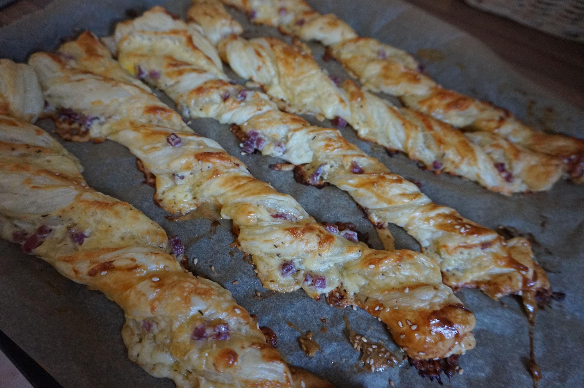 Blaetterteig Schmand Zwirbel mit Puten Speck und Kaese von www.hierkochtdiemaus-foodblog.de