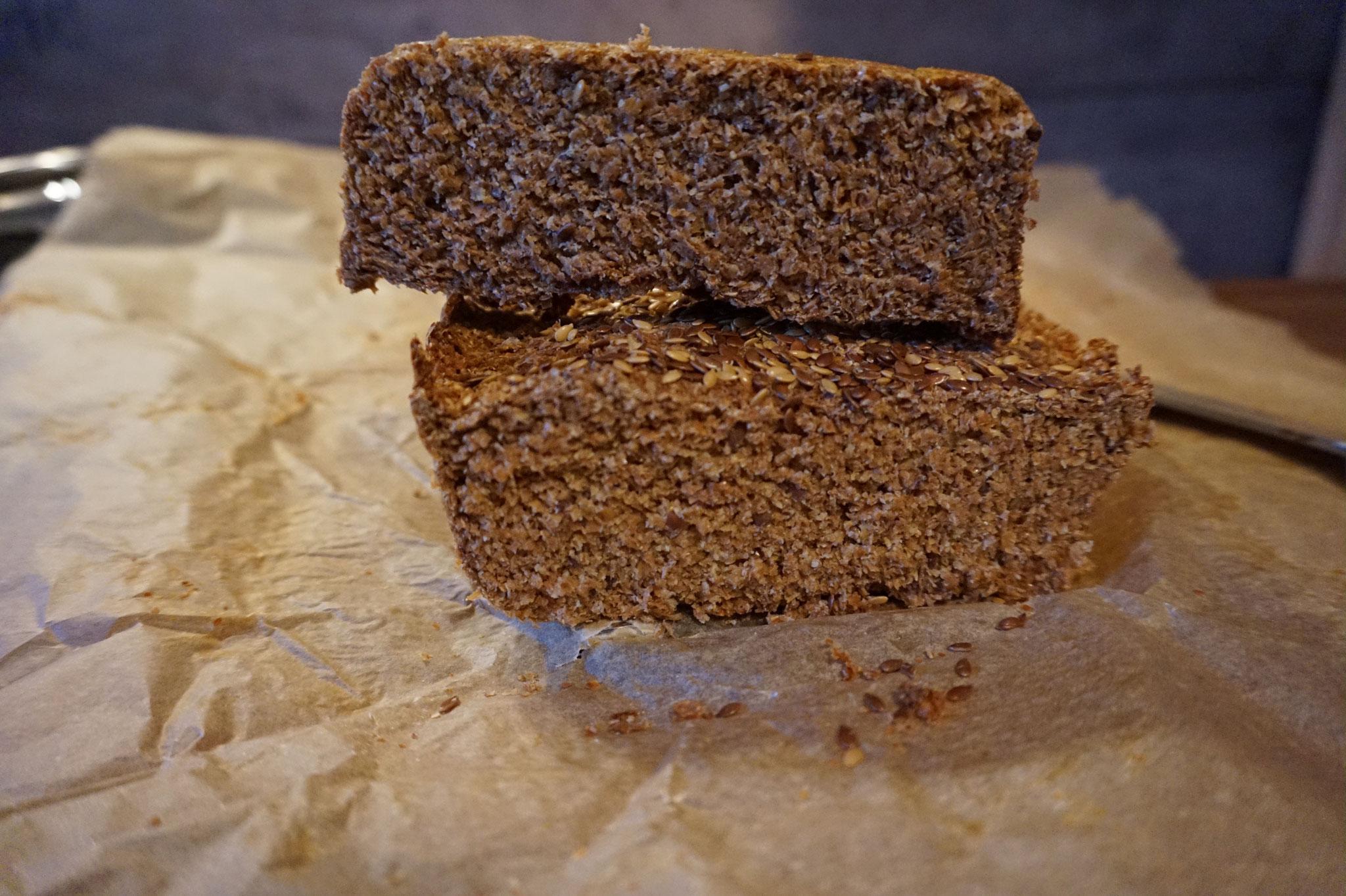 Rezept Low Carb Brot selber backen | mit Eiern und Leinsamen