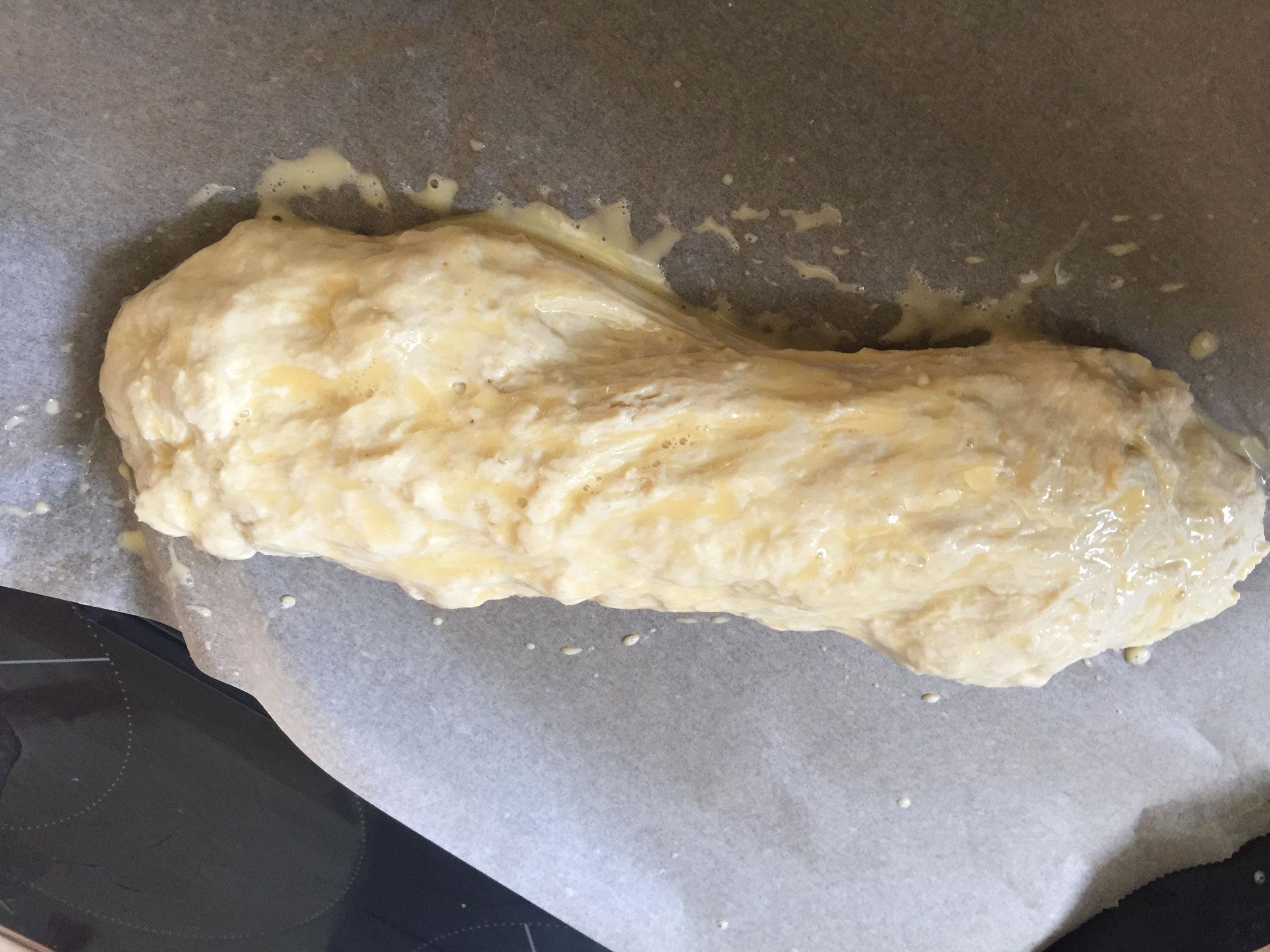Brotleib formen, einmal wie eim Bonbon drehen