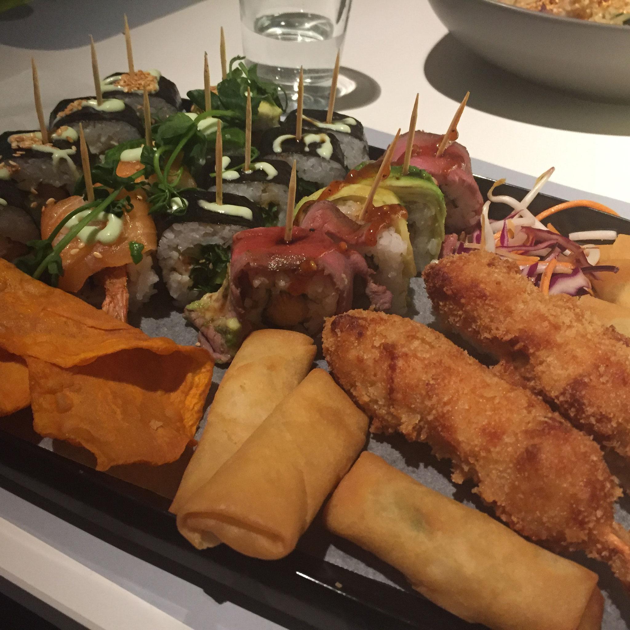 GinYuu in Koeln - Phoenix Roll Sushi - Kushi Katsu Sticks - Frühlingsrollen
