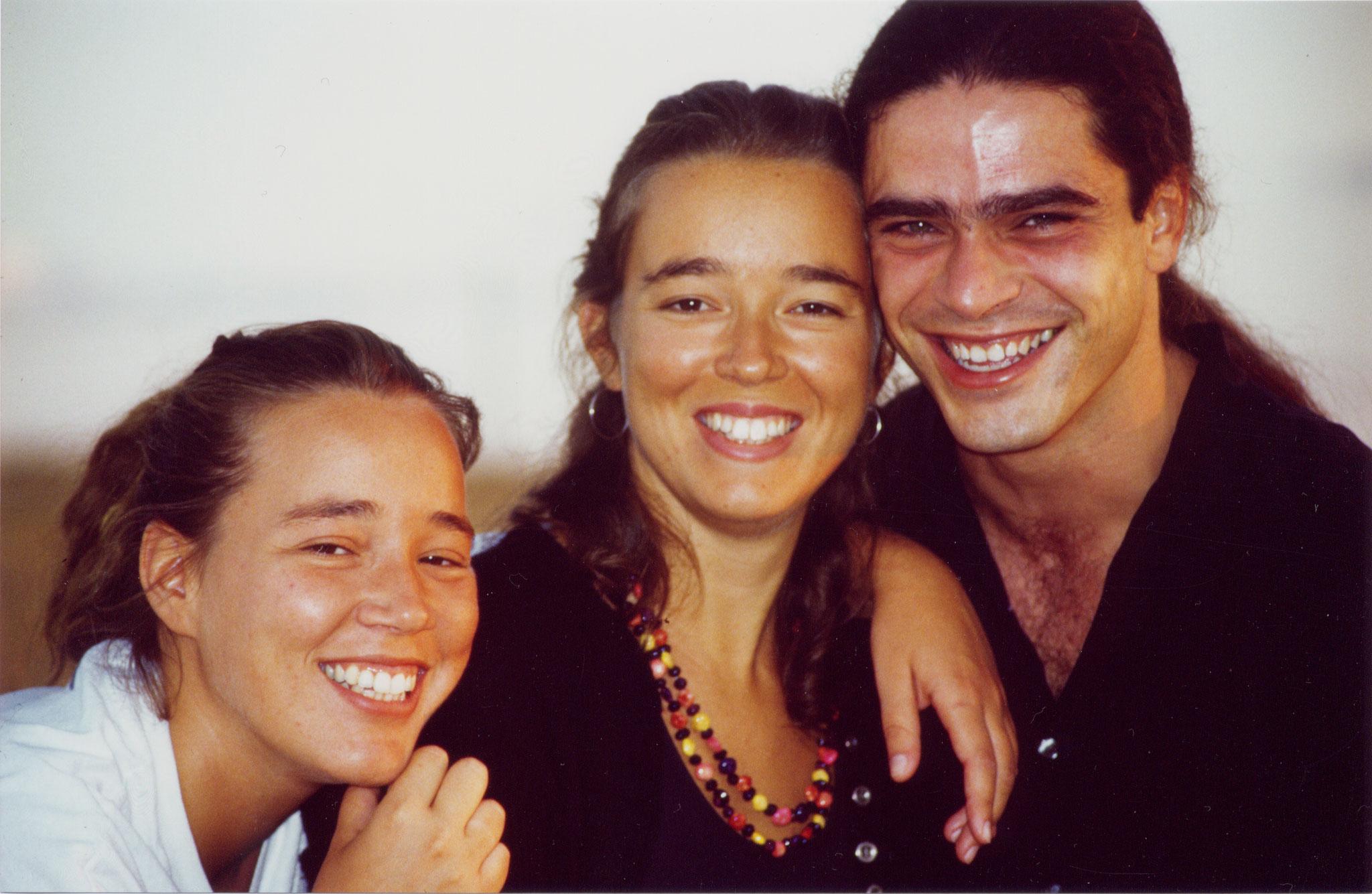 Ana y Carmen Ros con Julio García