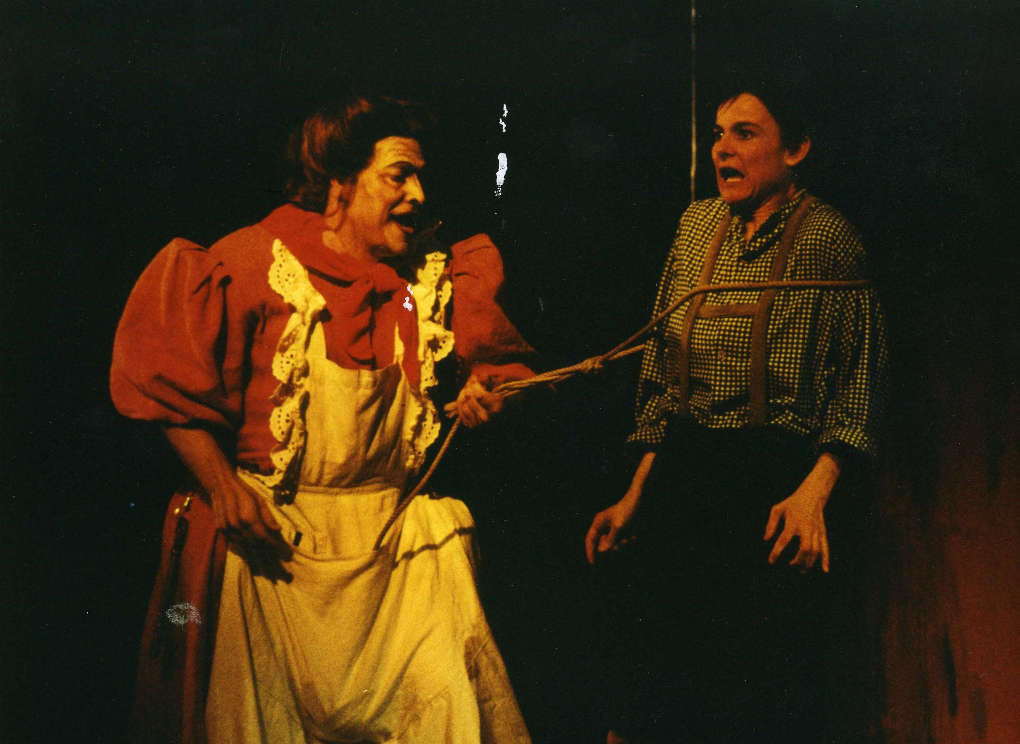 """Hildegard Ritter als Hänsel in """"Hänsel und Gretel"""" Würzburg 1993"""