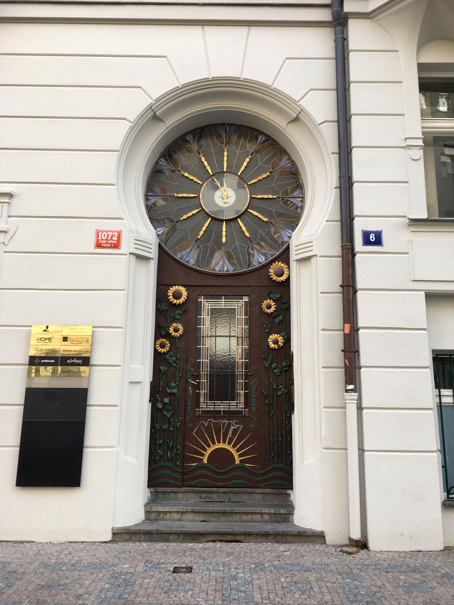 Jugendstil Türe mit Uhr