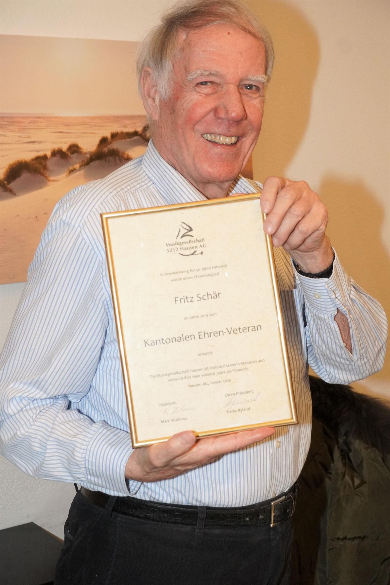 Unser Fähnrich Fritz Schär wird auch an der GV geehrt für seine 50 Aktivjahre.
