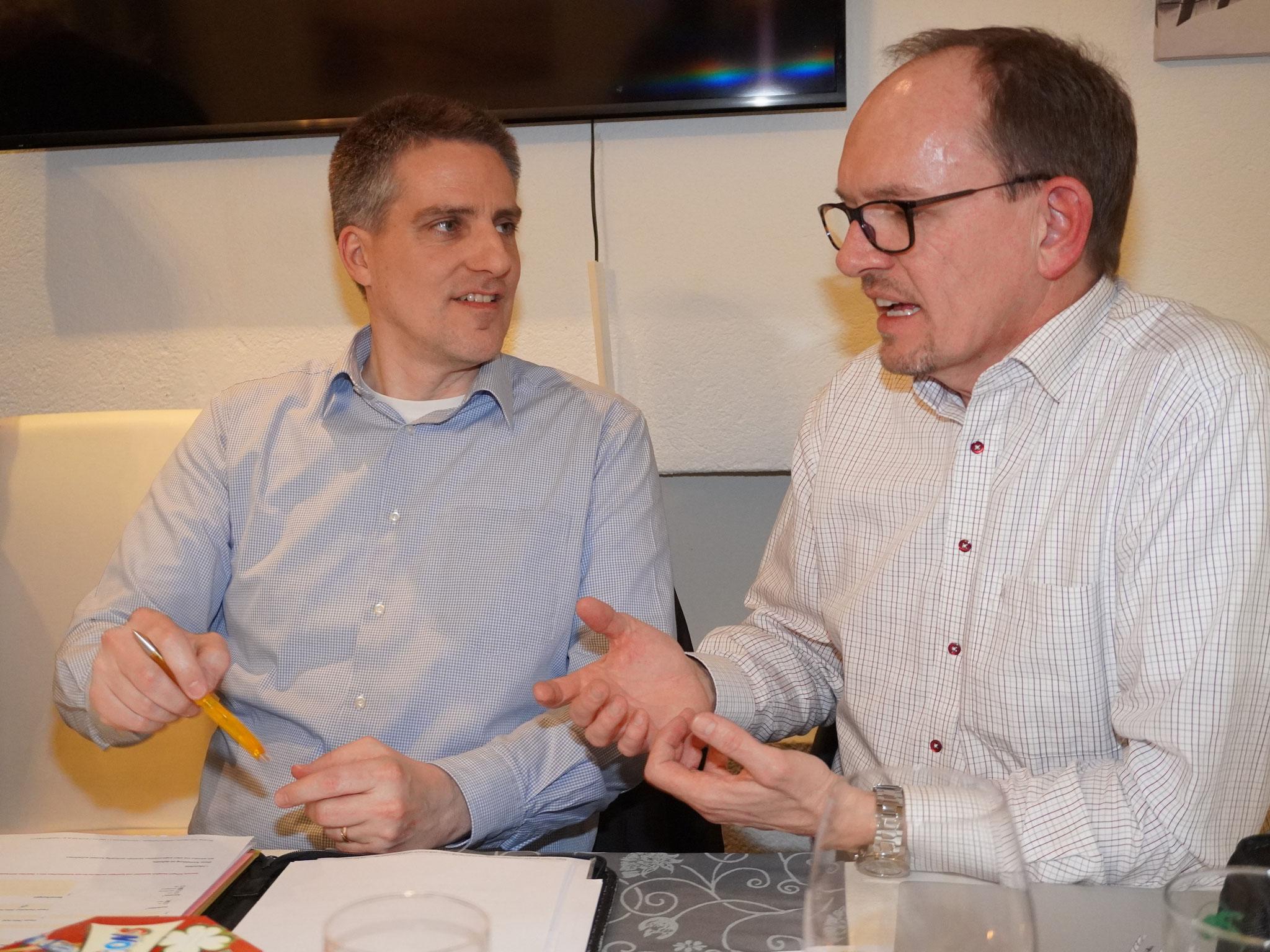 Präsident Marc Studerus (l.) im angeregten Gespräch mit Vorstandsmitglied André Keller
