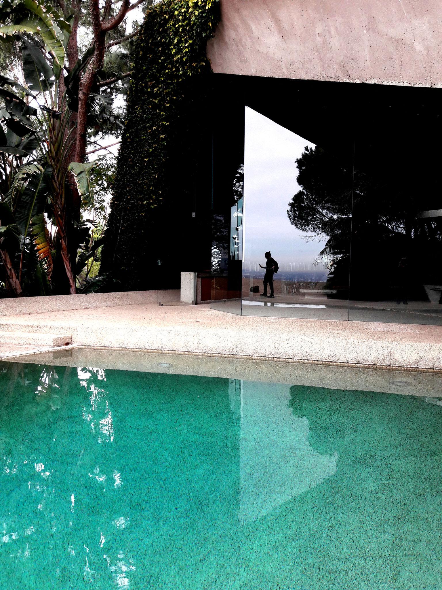 GOLDSTEIN HOUSE Goldstein House sur les hauteurs d'Hollywood surplombe cette magnifique maison d'un grand architecte moderne John Lautner ses propositions sont folles, arborées d'une jungle tropicale avec une vue impressionnante sur Los Angeles