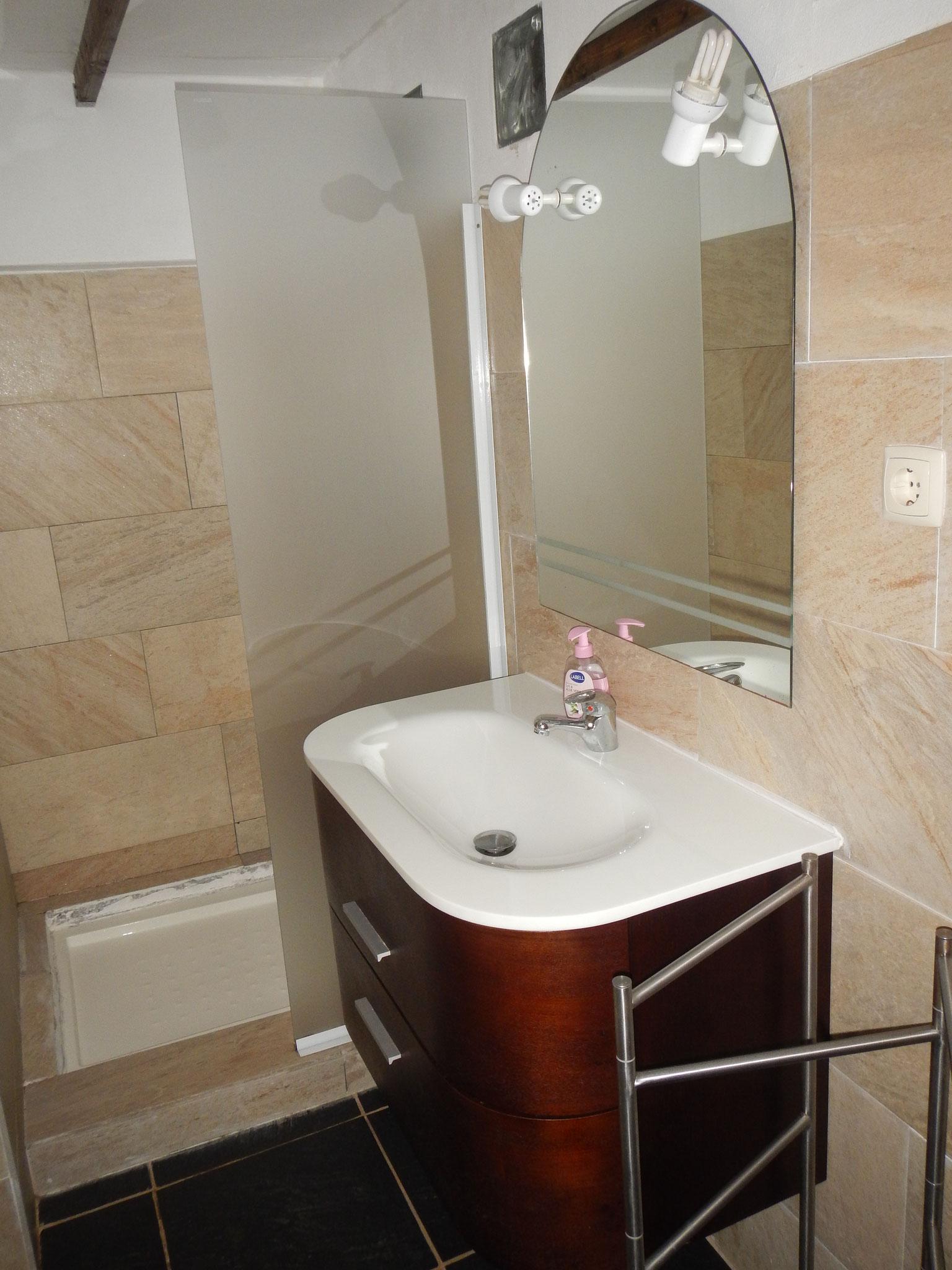 Das Bad in der Pequena Perola mit Dusche
