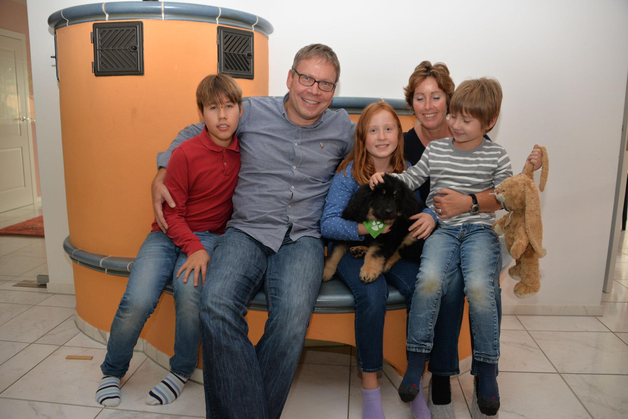 Eliott mit seiner neuen Familie