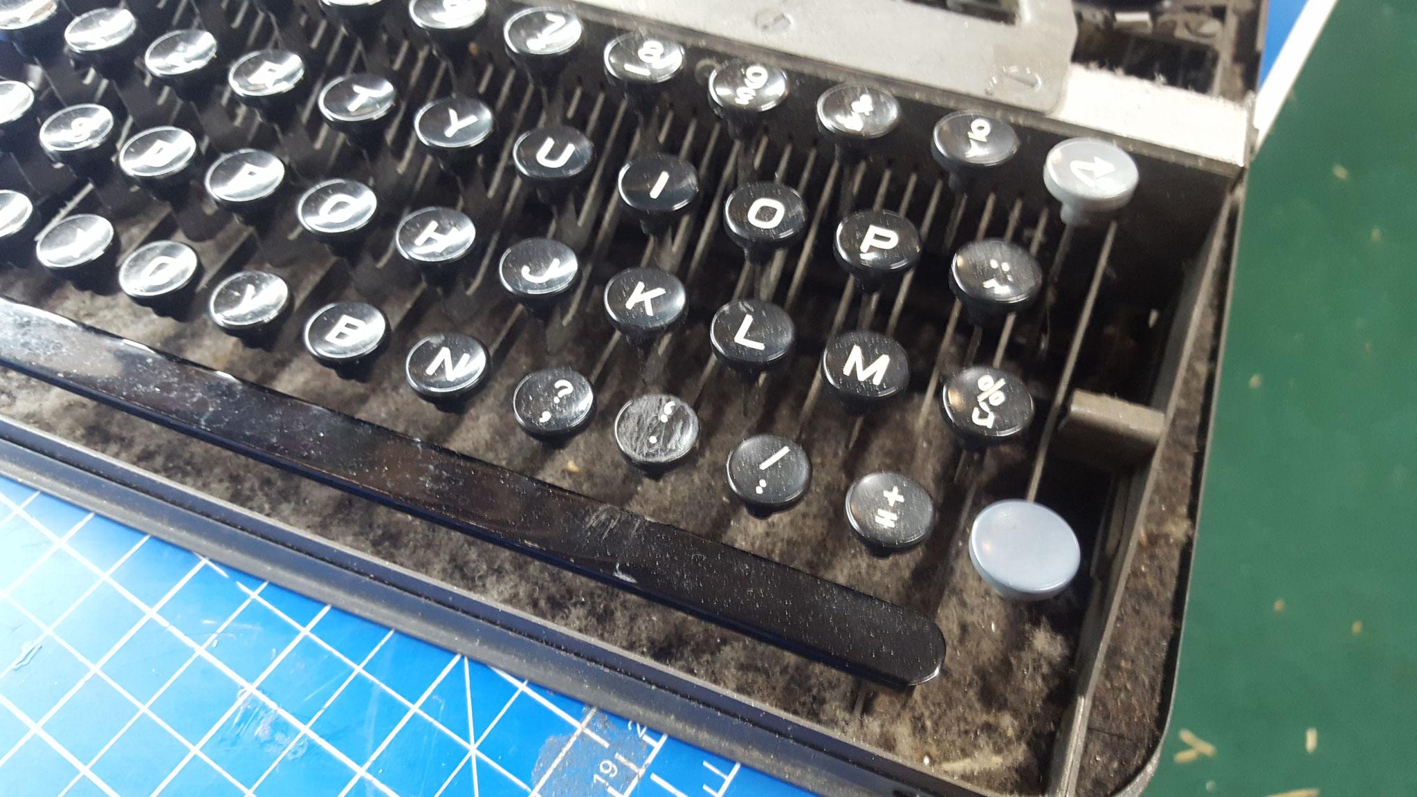 Schreibmaschine gereinigt und revidiert